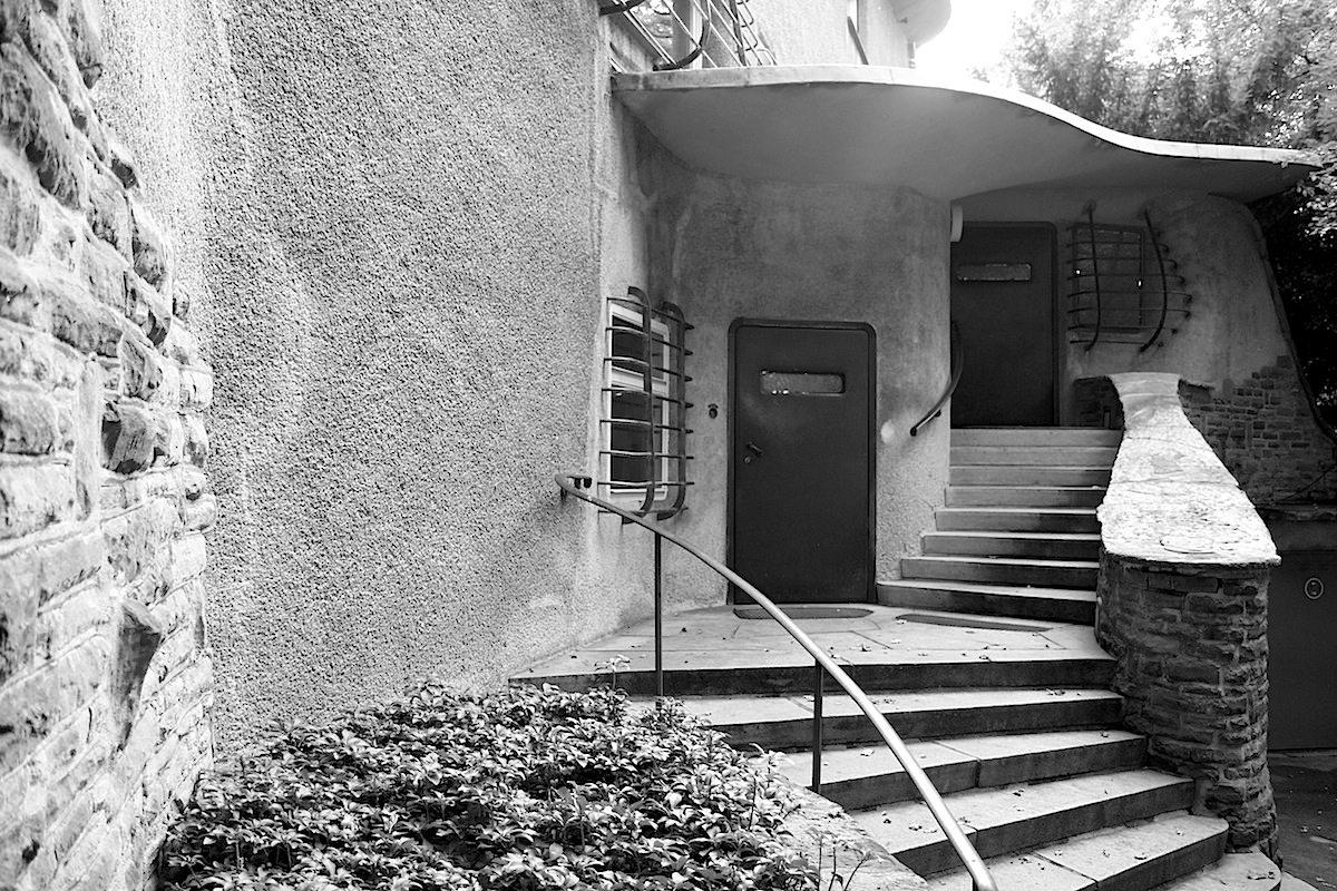 Skulpturenpark Waldfrieden Wuppertal © Jan Dimog Villa Waldfrieden Eingang. Eingang zur Villa