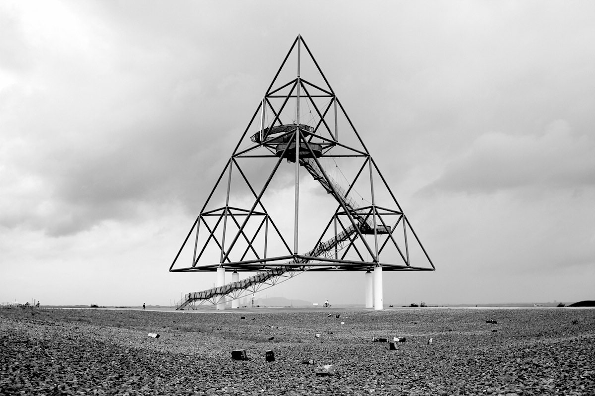 Tetraeder. It consists of a steel framework in the form of a walk-in pyramid and ...