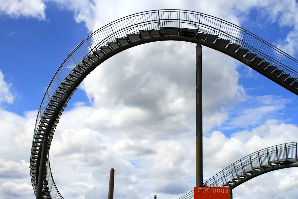 Tiger and Turtle – Magic Mountain. Stufen und Hot Dogs
