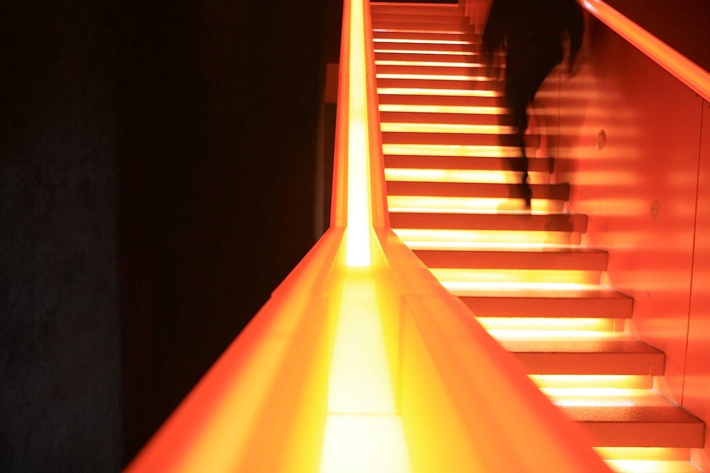 """Zeche Zollverein. Farbcode Orange, gestaltet vom Lichtplanungsbüro """"Licht Kunst Licht"""" aus Bonn und Berlin"""