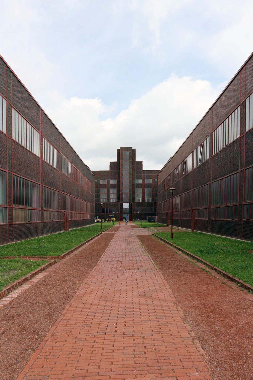 Zeche Zollverein. Der britische Architekt Norman Foster baute es zum Red Dot Design Museum um. Fertigstellung: 1996.