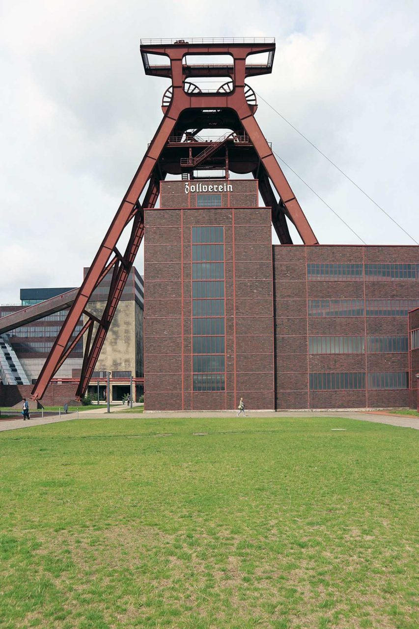 Zeche Zollverein. The Zollverein Unesco World heritage Site is the heart of the Ruhr Area. The Zollverein Coal Mine is a masterpiece of industrial architecture, created by Fritz Schupp and Martin Kremmer in the 1930s.