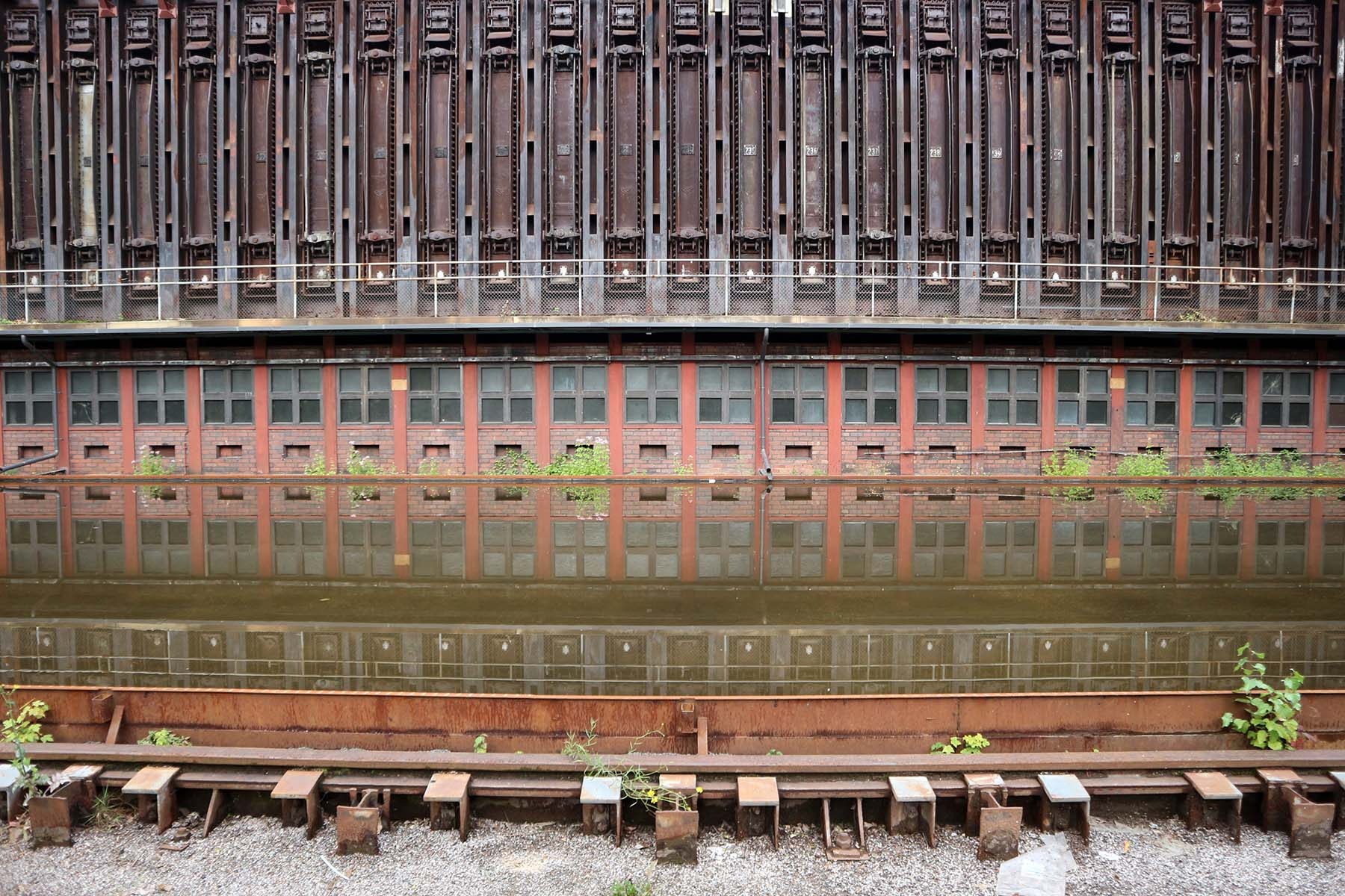 Zeche Zollverein. But: another project of the state of NRW set the coal mine on a list of future exhibition sites resulting in first gentle modifications and ...