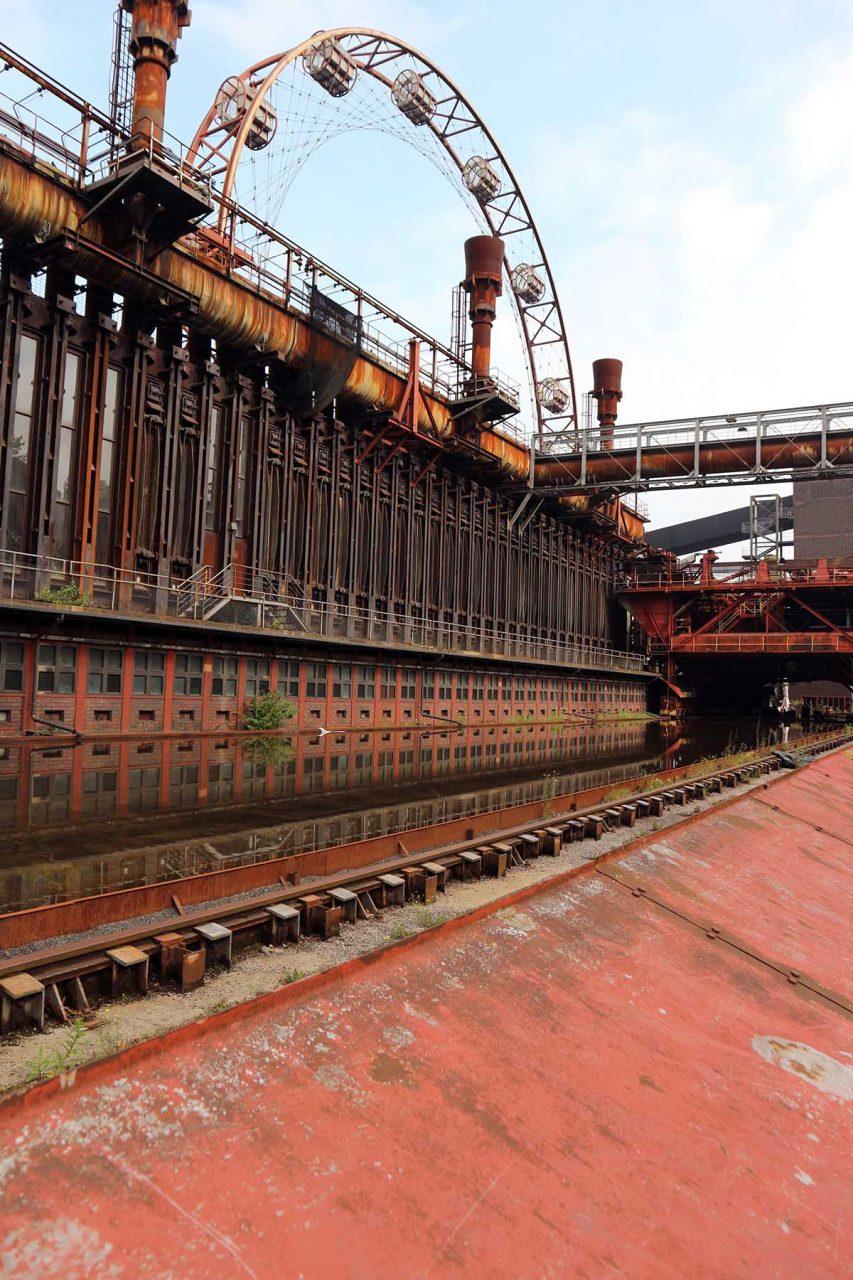 Zeche Zollverein.  Aufgrund der Stahlkrise in den 1990er Jahren und der damit fallenden Koksnachfrage wurde die Kokerei am 30. Juni 1993 stillgelegt.