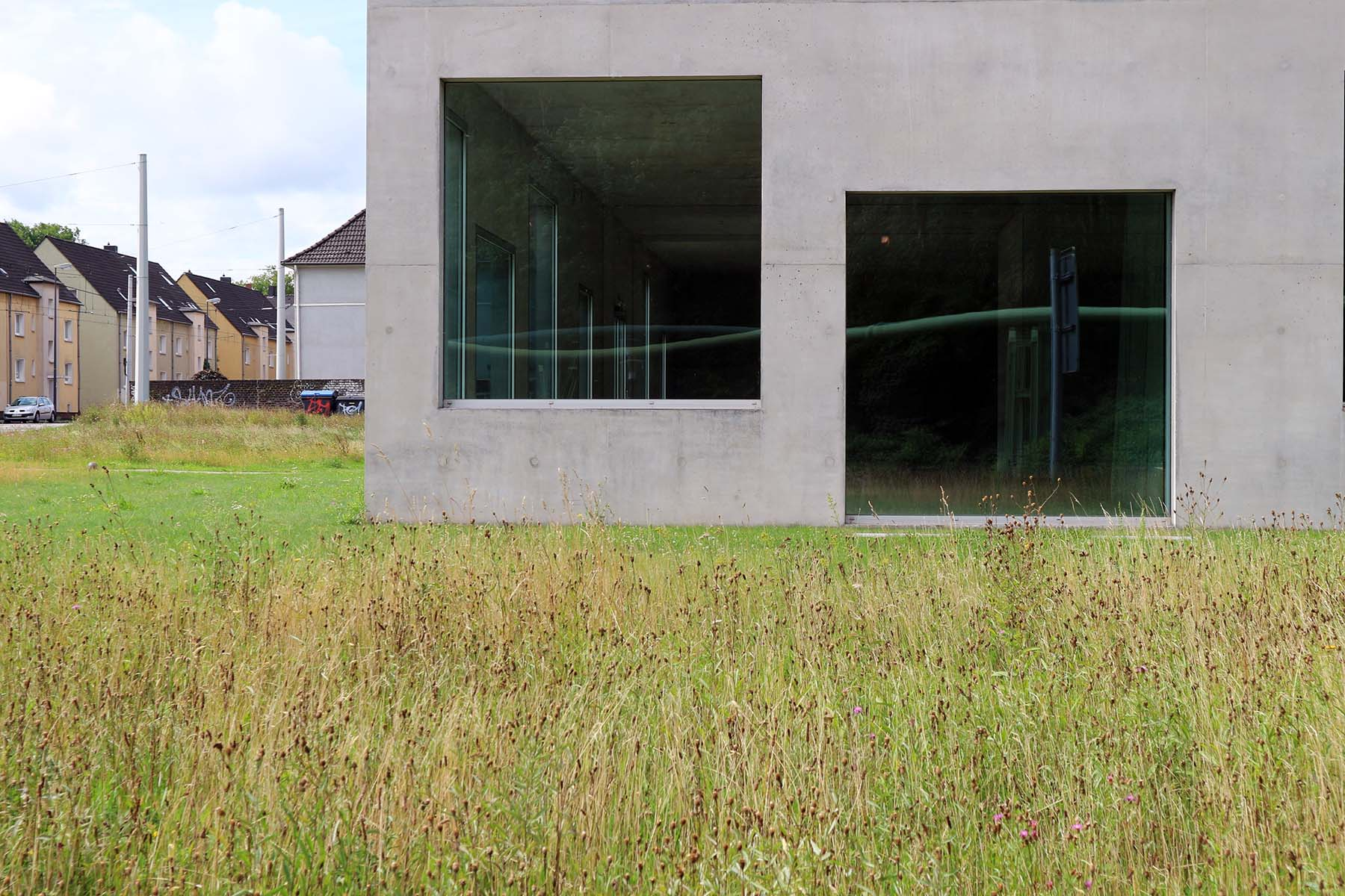 Zeche Zollverein. Unterstützt wurde SANAA (Sejima and Nishizawa and Associates) von den Architekten Nicole Berganski, Böll und Krabel.