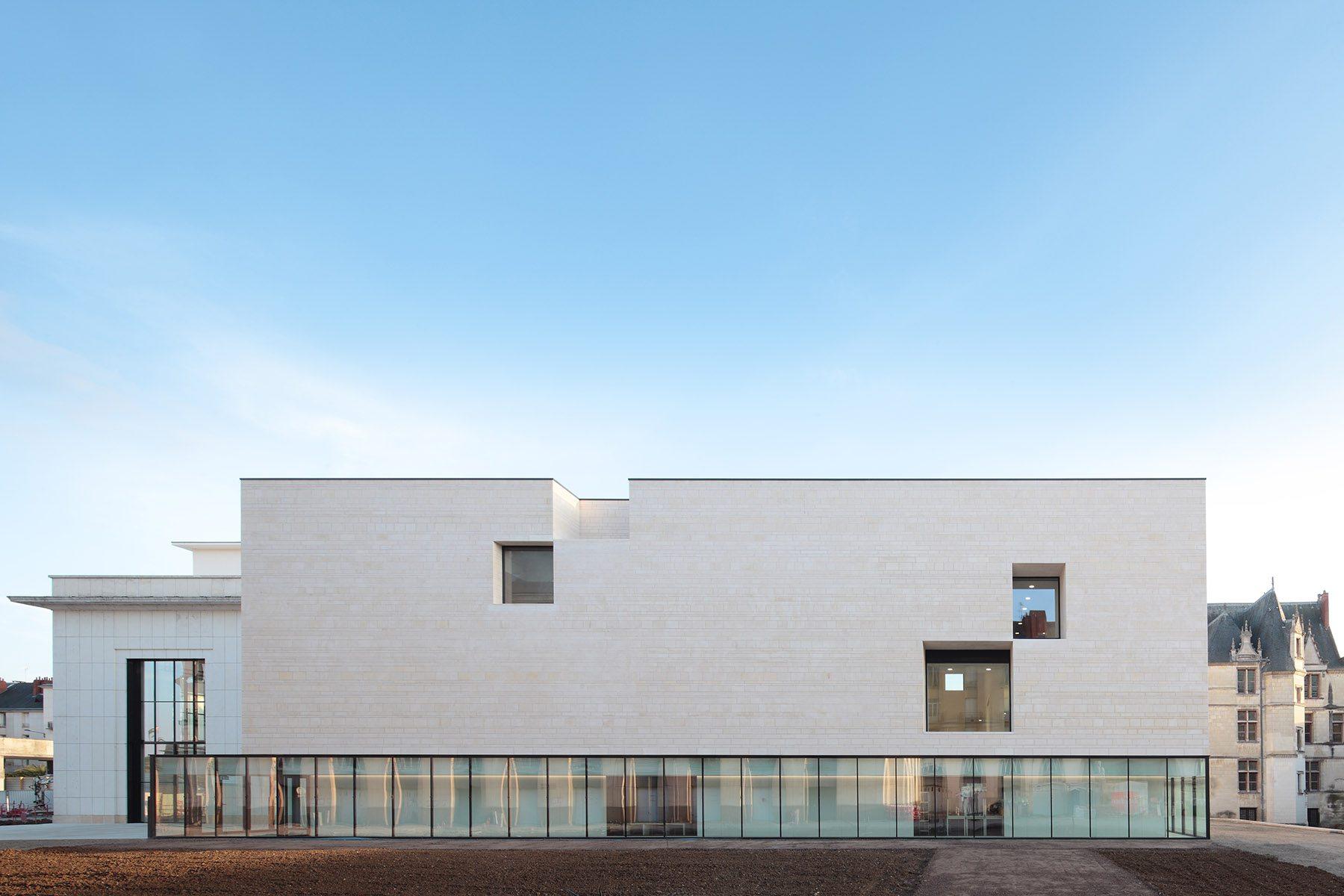 Tours. Erst 2017 eröffnete das Centre de Création Contemporaine Olivier Debré (CCCOD) der portugiesischen Architektenbrüder Manuel und Francisco Aires Mateus.