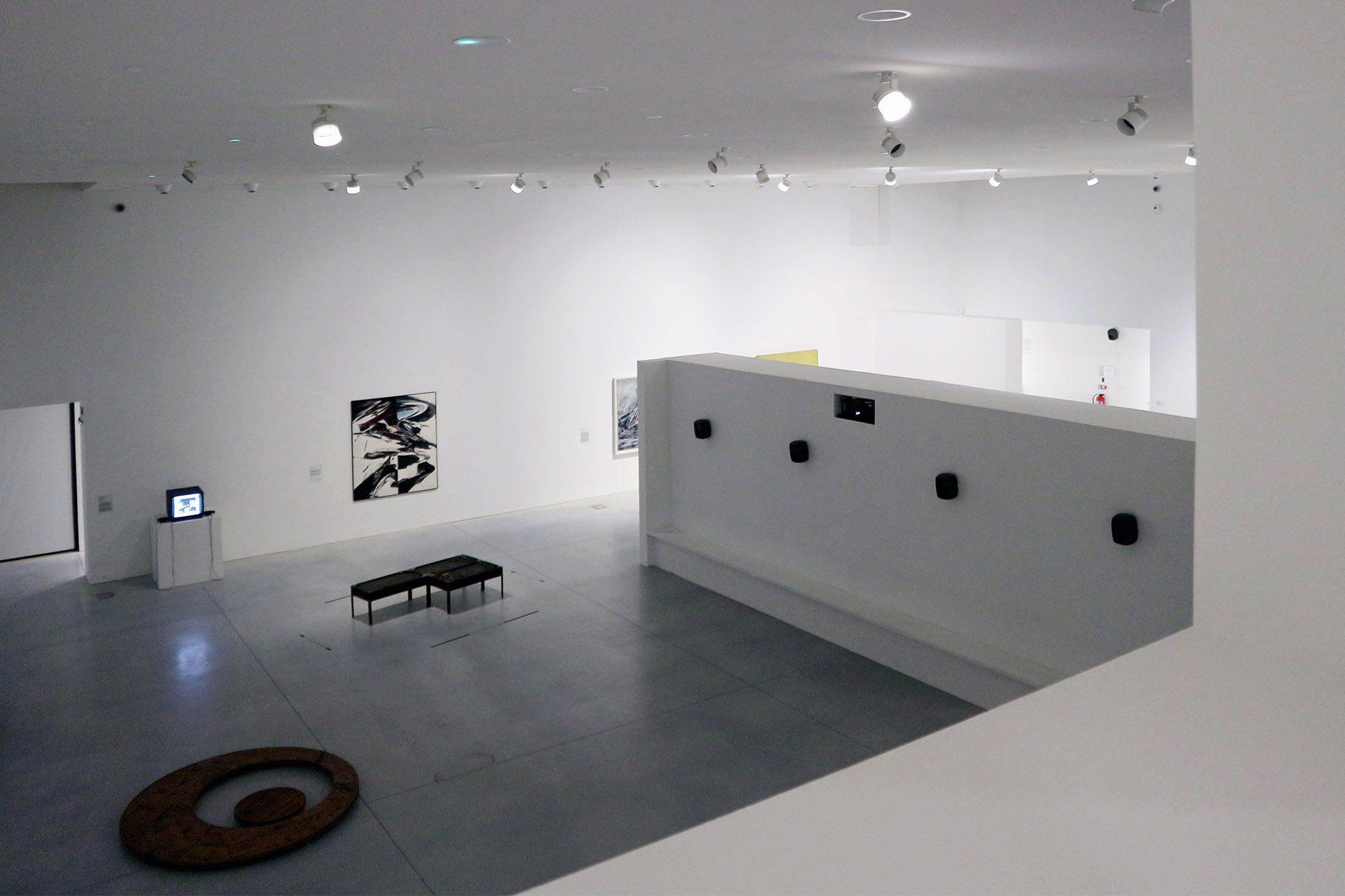 Tours. Im großen Saal sind Werke befreundeter Künstler wie Joseph Beuys, Sigmar Polke, Jörg Immendorff, Nam June Paik, Gotthard Graubner, Tony Cragg und Thomas Ruff zu sehen.