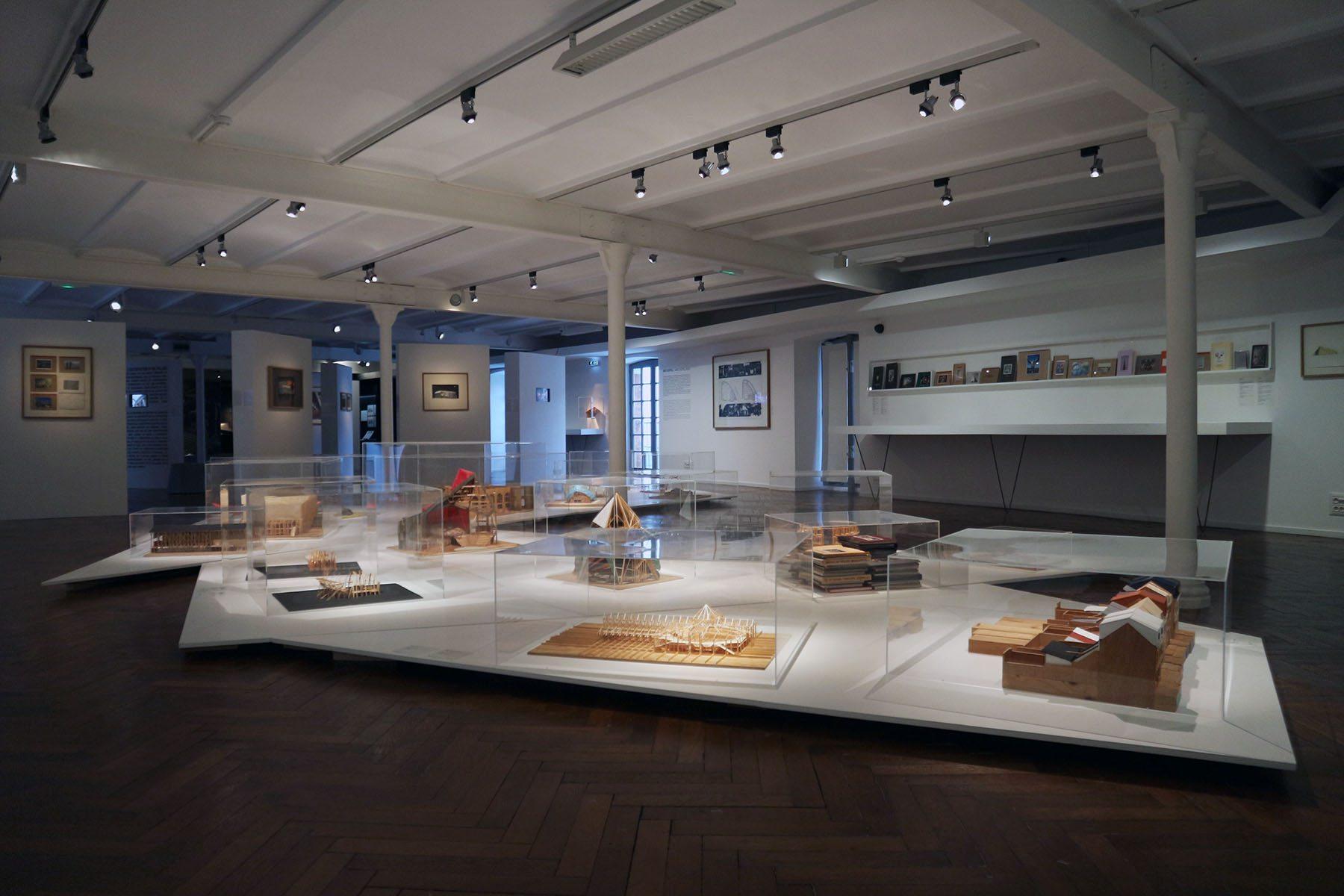FRAC Centre-Val de Loire. Zu sehen ist auch eine Retrospektive des französischen Architekten, Stadtplaners und Szenografen Patrick Bouchain