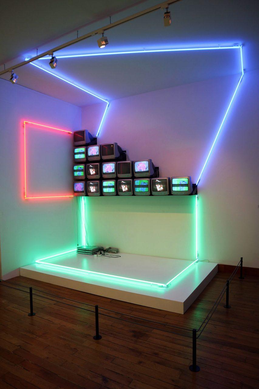 Blois. Nam June Paik gilt als Begründer der Video- und Medienkunst. Er war auch mit Klaus Rinke befreundet.
