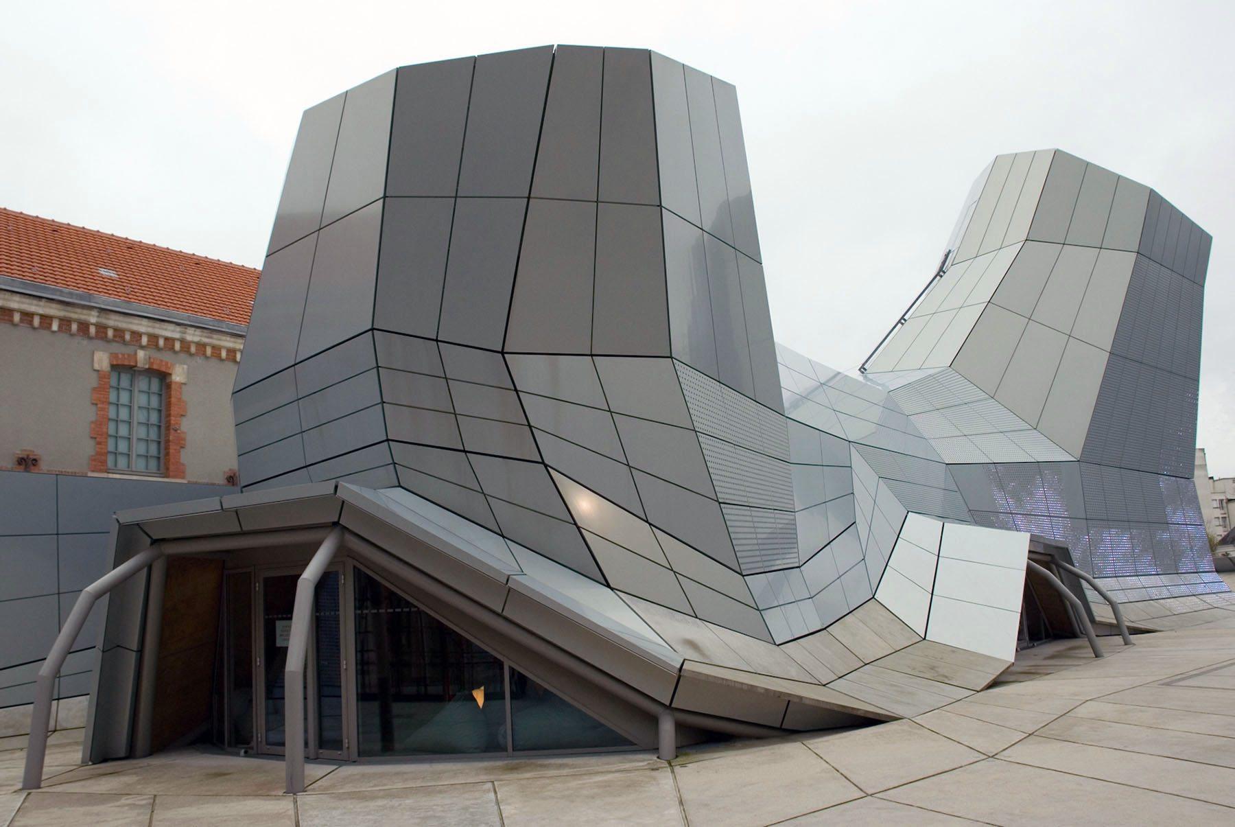 "Orléans. Das FRAC Orléans ""Les Turbulences"" wurde nach einem Entwurf des Pariser Architekturbüros Jakob + MacFarlane 2013 eröffnet."