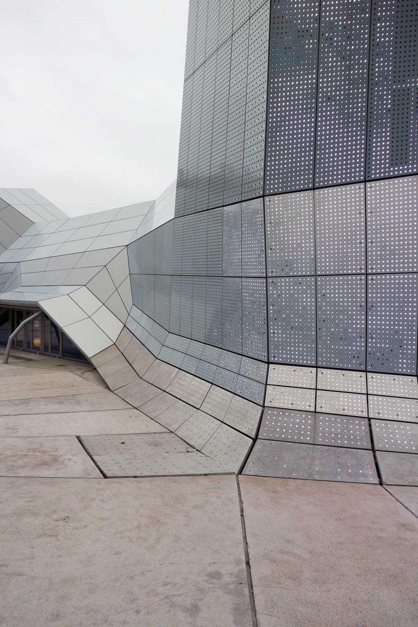 """Orléans. Das Künstlerduo """"Electronic Shadow"""" entwickelte eine interaktive Medienfassade für die Ausstülpungen."""