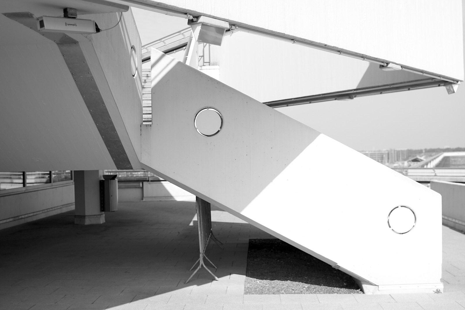 Flughafen Köln Bonn. Treppen im Gangway-Design