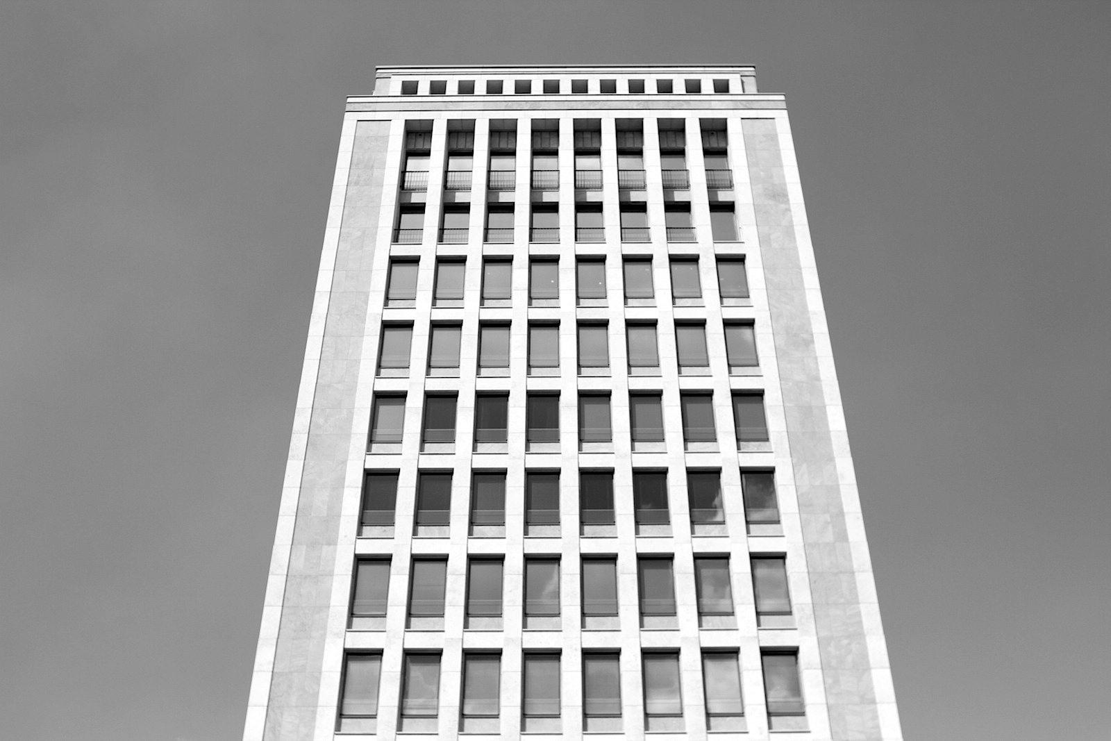 Gerlingviertel. Das Hochhaus wurde von Helmut Hentrich und Hans Heuser entworfen und 1953 fertiggestellt.
