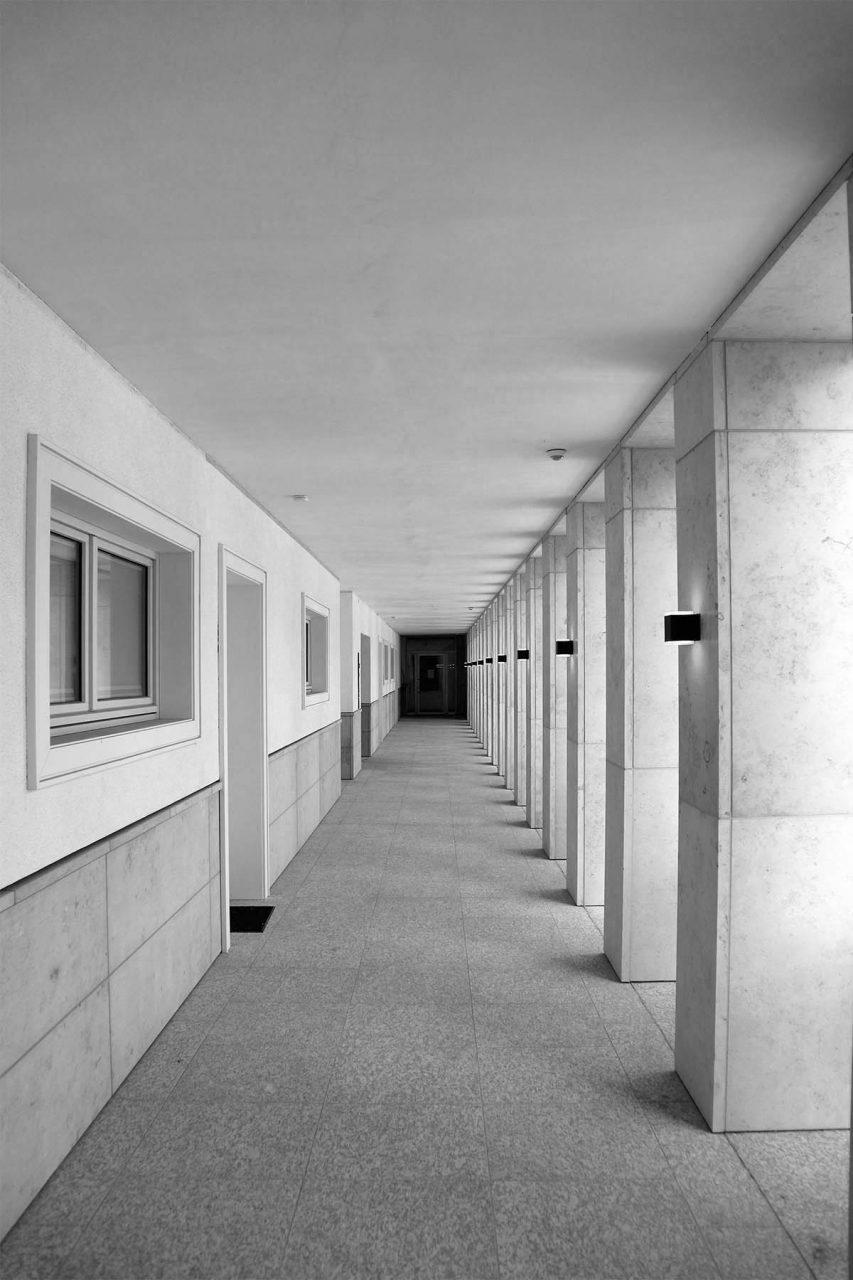 Gerlingviertel. Gradlinigkeit, Strenge, Naturstein