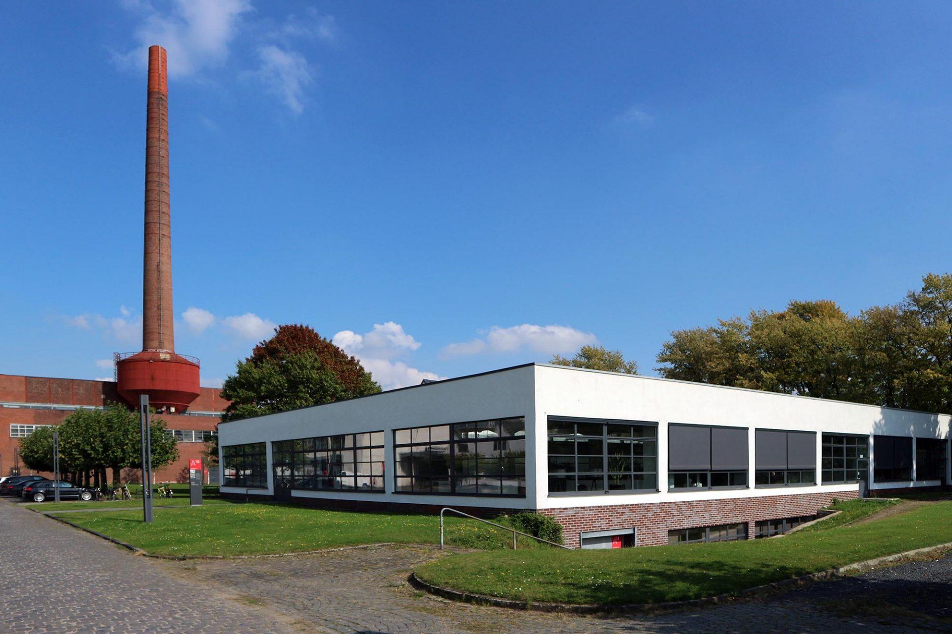 Mies van der Rohe Business Park. Die Auftraggeber und Verseidag-Direktoren Hermann Lange und Dr. Josef Esters hatten den Konzern ...