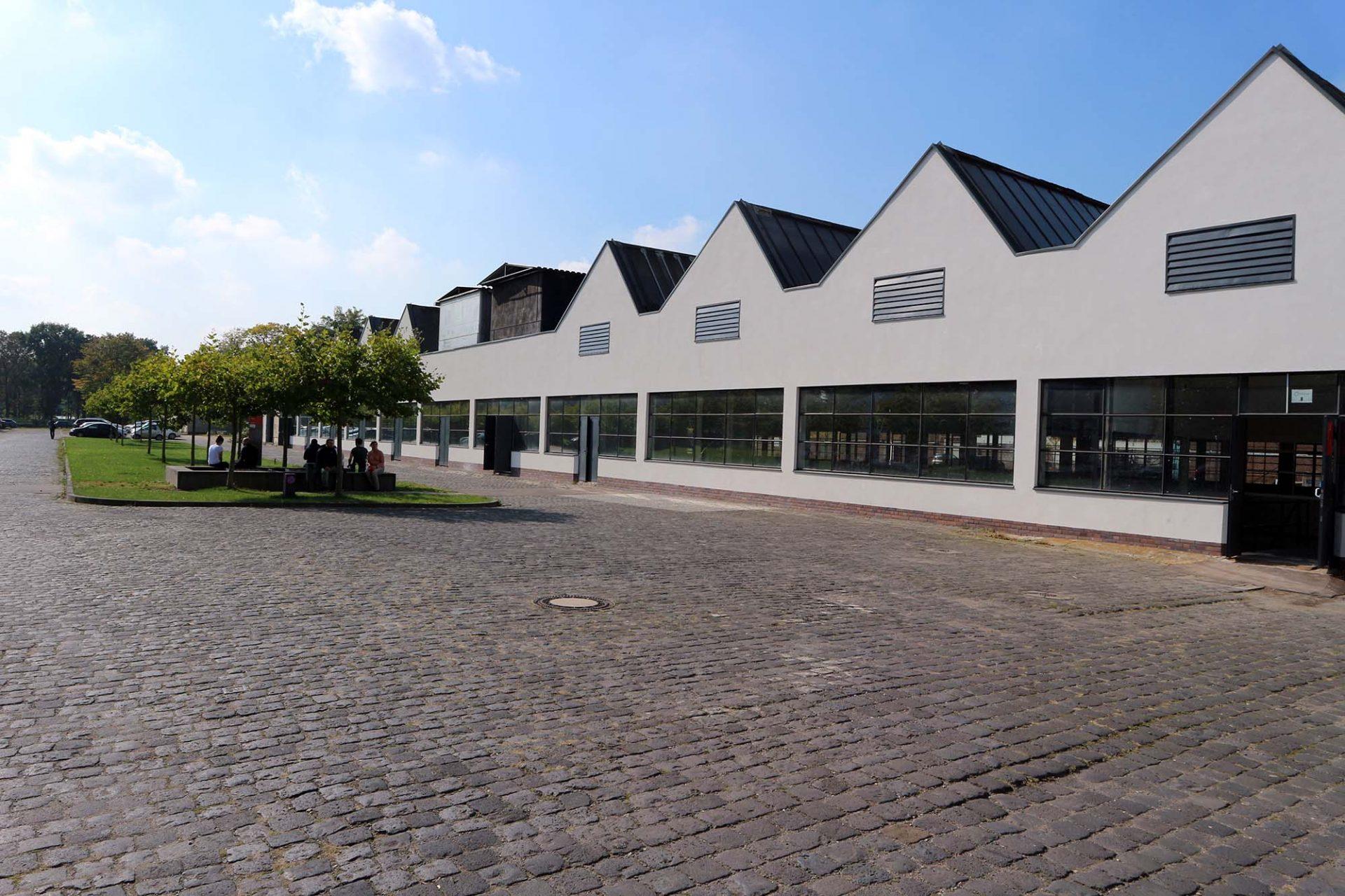 Mies van der Rohe Business Park. ... die meisten Mies-Bauten überlebt.