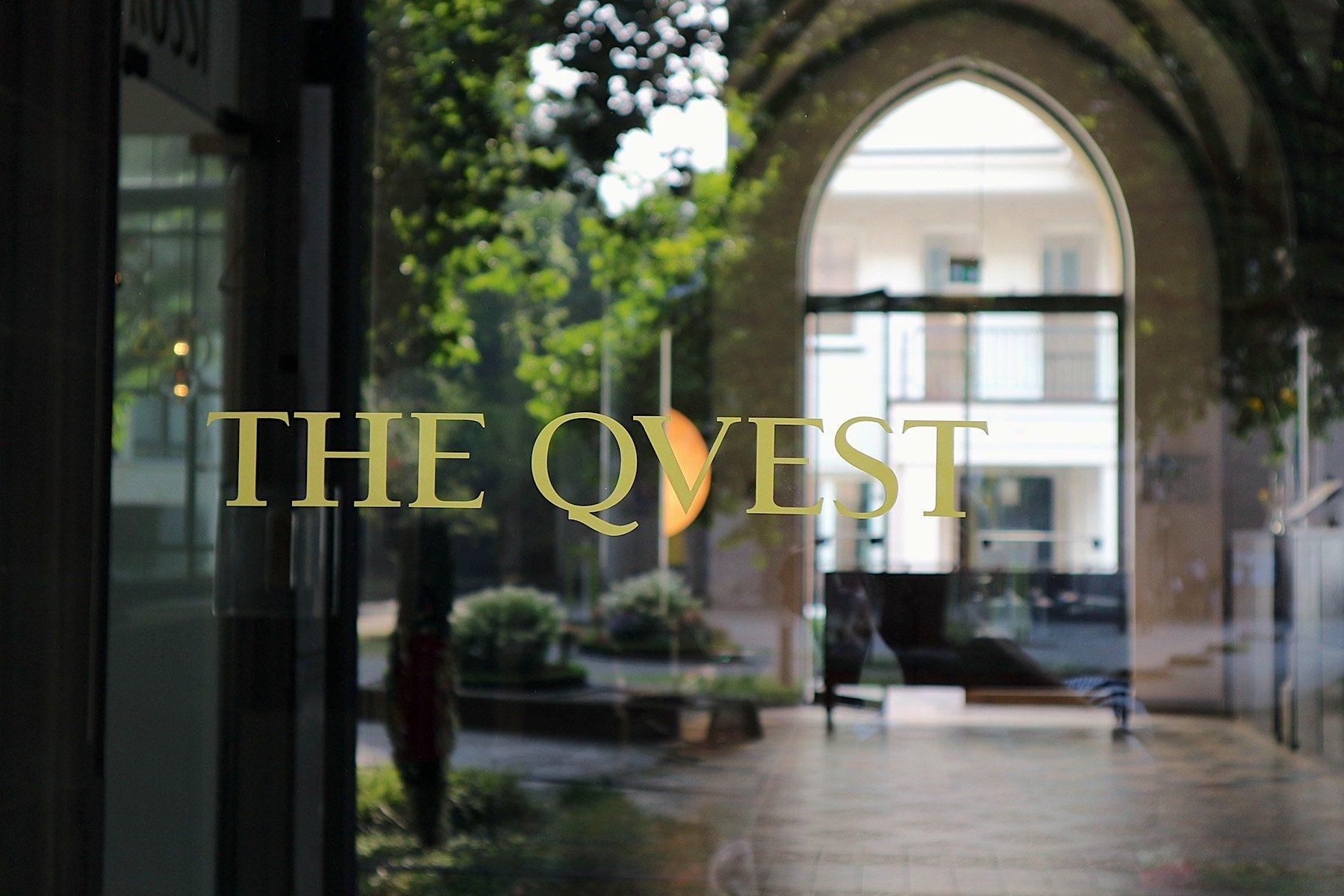 The Qvest Hotel. wurde 2014 mit 34 individuell eingerichteten Zimmer eröffnet. Qvest-Magazin und Art Direktor Michael Kaune verantwortete das Innendesign.
