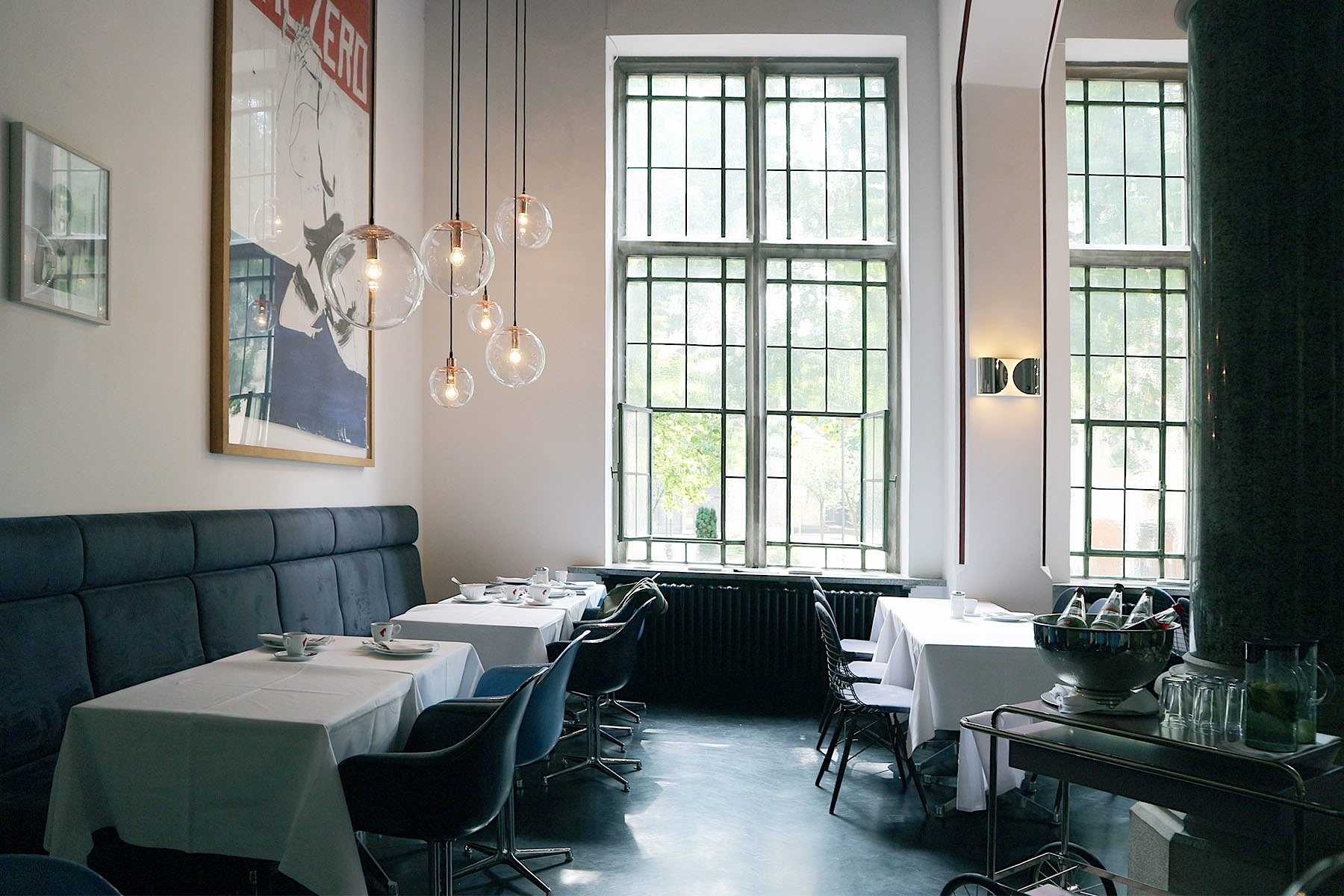 The Qvest Hotel. Lounge, Bar und Frühstückssaal