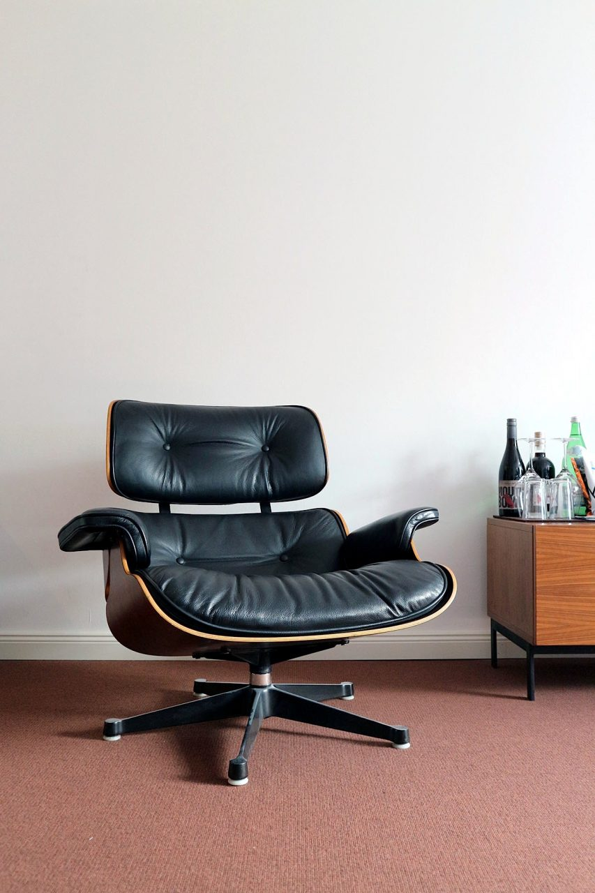 The Qvest Hotel. Eames Lounge-Sessel