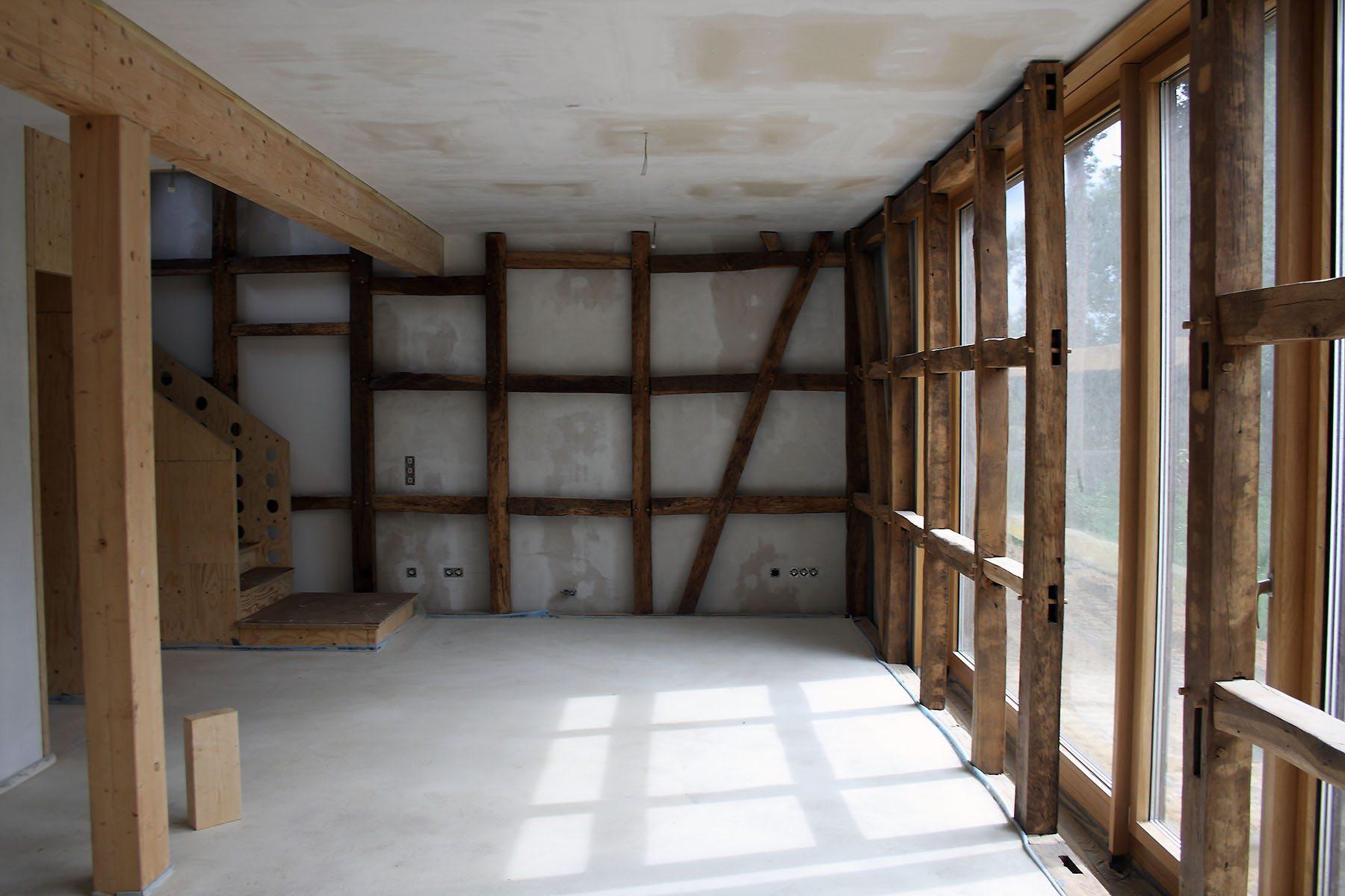 Feldhof in Bachem.  Eine der vielen Herausforderungen war das Fachwerk zu erhalten und umwelttechnisch zu sanieren.