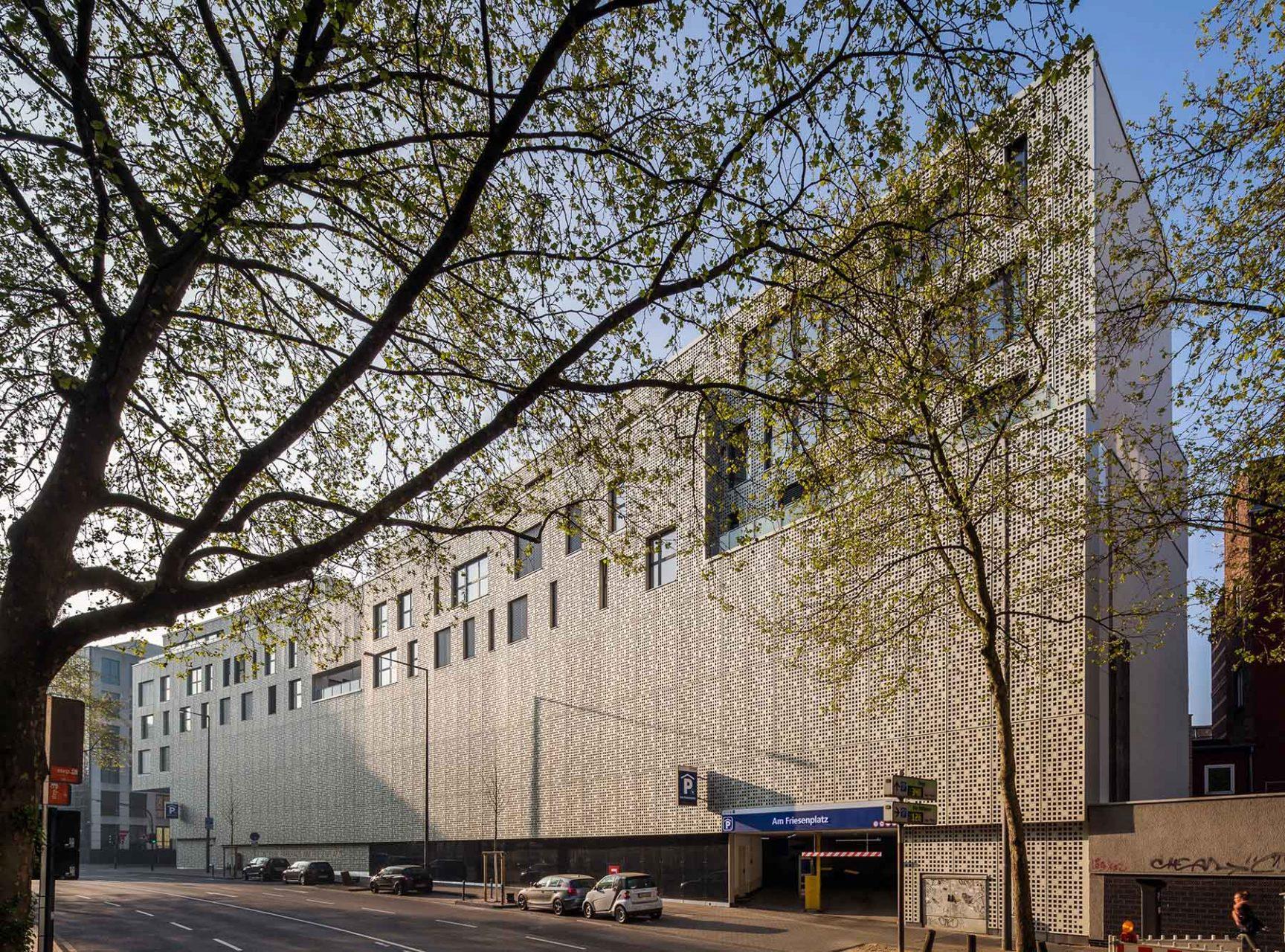 Magnus 31. Für die Metropol Immobilien und Beteiligungs GmbH und WvM Immobilien + Projektentwicklung GmbH entwickelte Wilkin & Hanrath Bauphasen ein Architekturkonzept, das ...