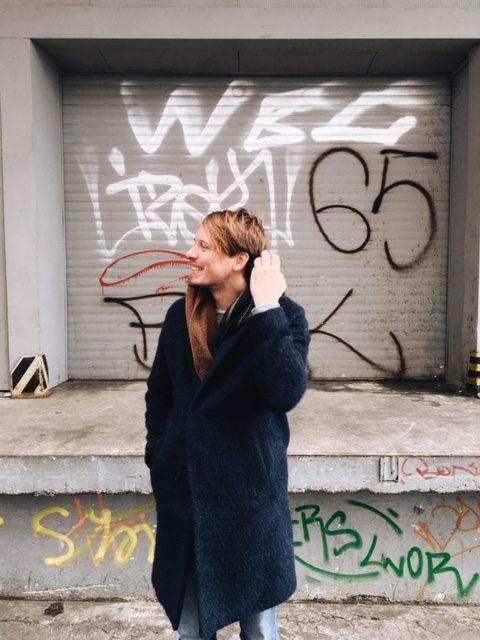 Florian Kolominski.  Kommunikationsdesigner und Kreativdirektor, Mitbegründer des im August 2017 eröffneten Kreativraums LAKOKO - Kiosk für Visuelles, den er mit den zwei Fotografen Alexandra Kowitzke und Jan Ladwig in Essen-Rüttenscheid initiiert hat.