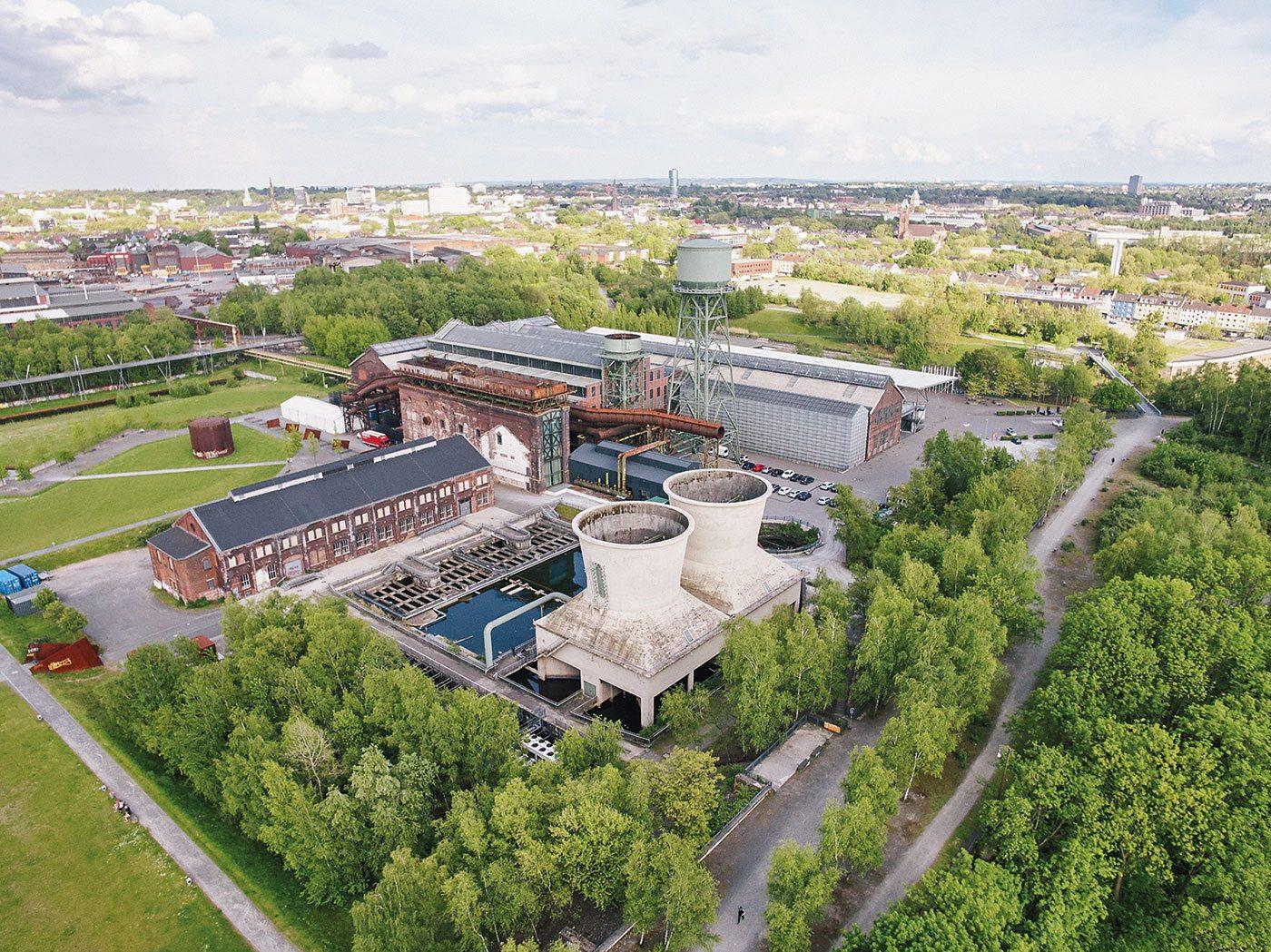 Bochum.  Blick auf den Westpark und die Jahrhunderthalle