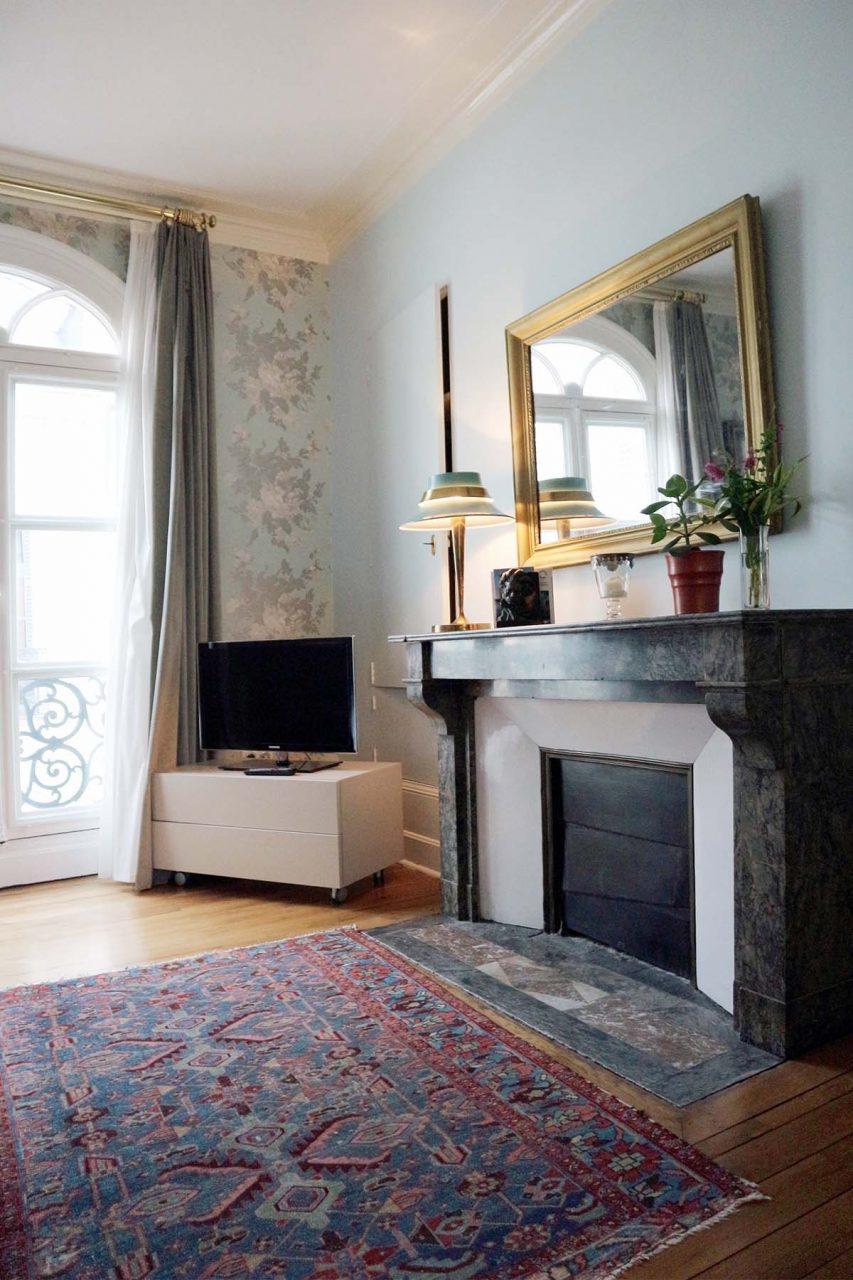 Chambre Léonard. Edle Hölzer, Weiß- und Grüntöne bestimmen die Atmosphäre im Schlafbereich und ...