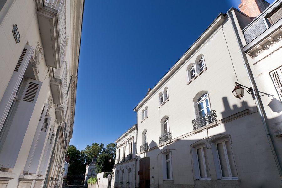 La Maison Jules. Von außen beinahe bescheiden, ...