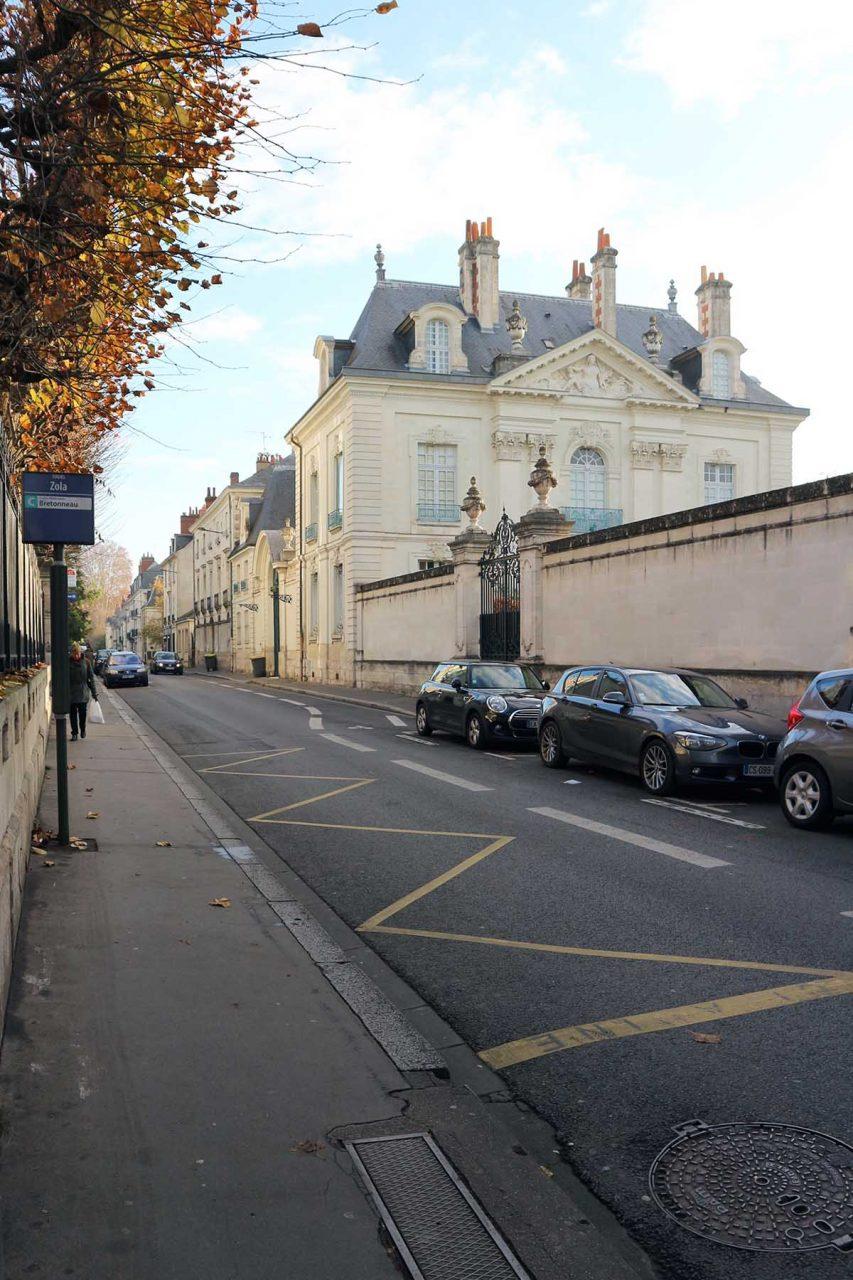 Tours. Die Architektur der Loire-Stadt ist geprägt durch Tuffstein-Villen aus dem 19. Jahrhundert ...