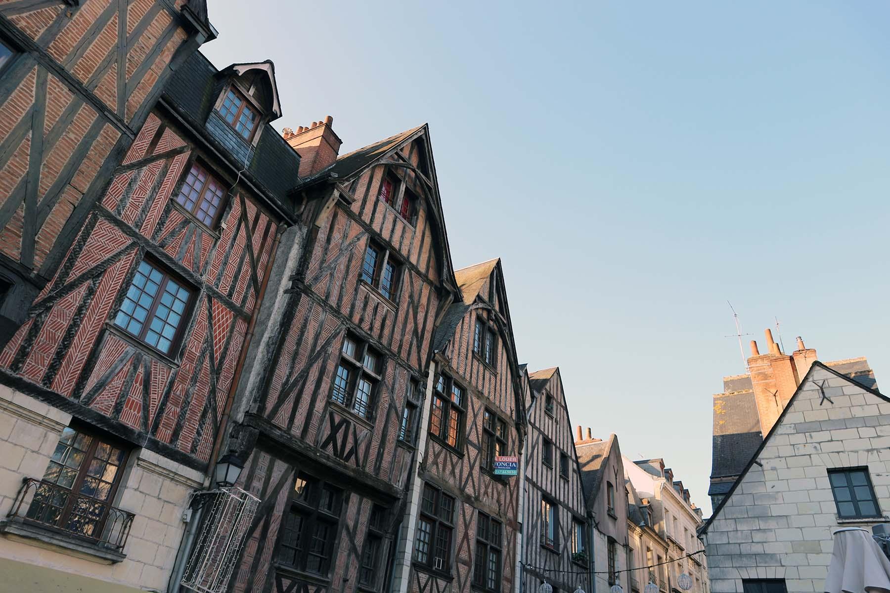 Tours. ... Fachwerkhäuser ...