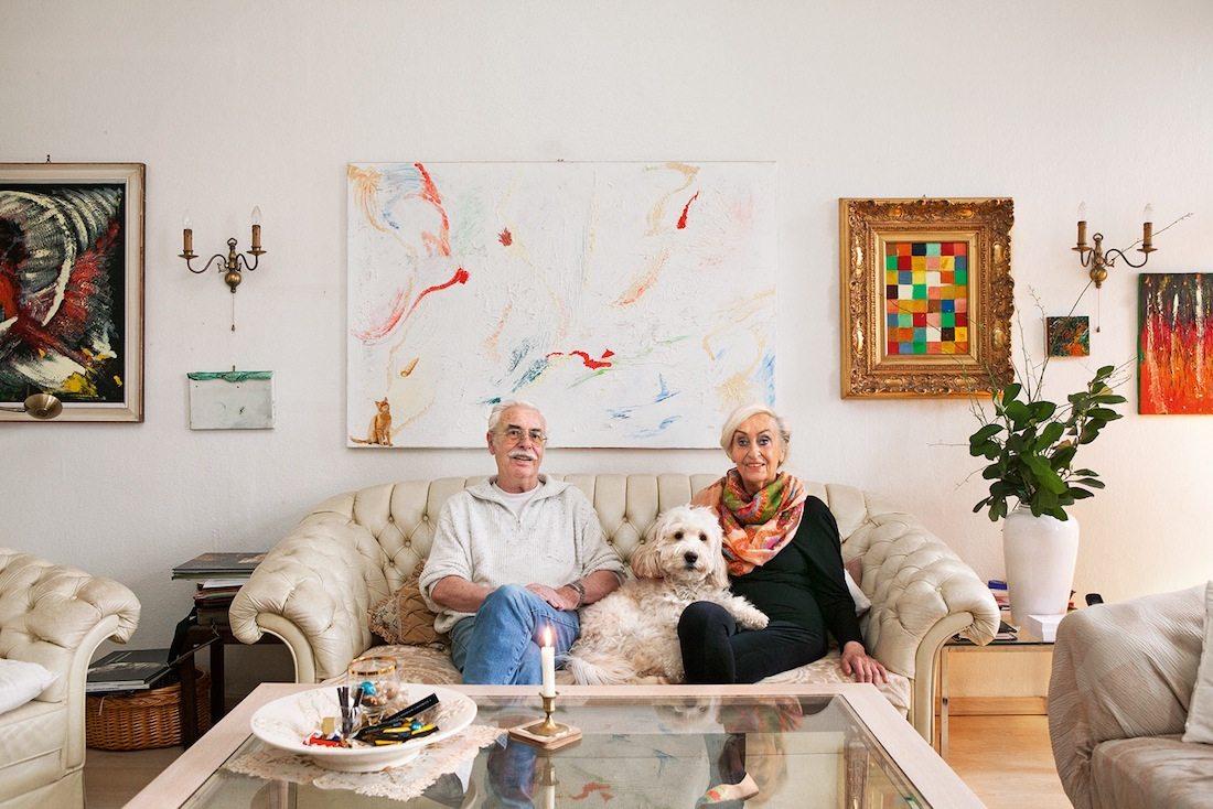 Zu Hause. Die Rentner Wolfgang (81) und Anna (78) Dumkow aus Berlin-Wedding verwalten die Wiesenburg, das ehemalige Heim für Obdachlose, heute ein Wohn-, Kunst- und Kulturort