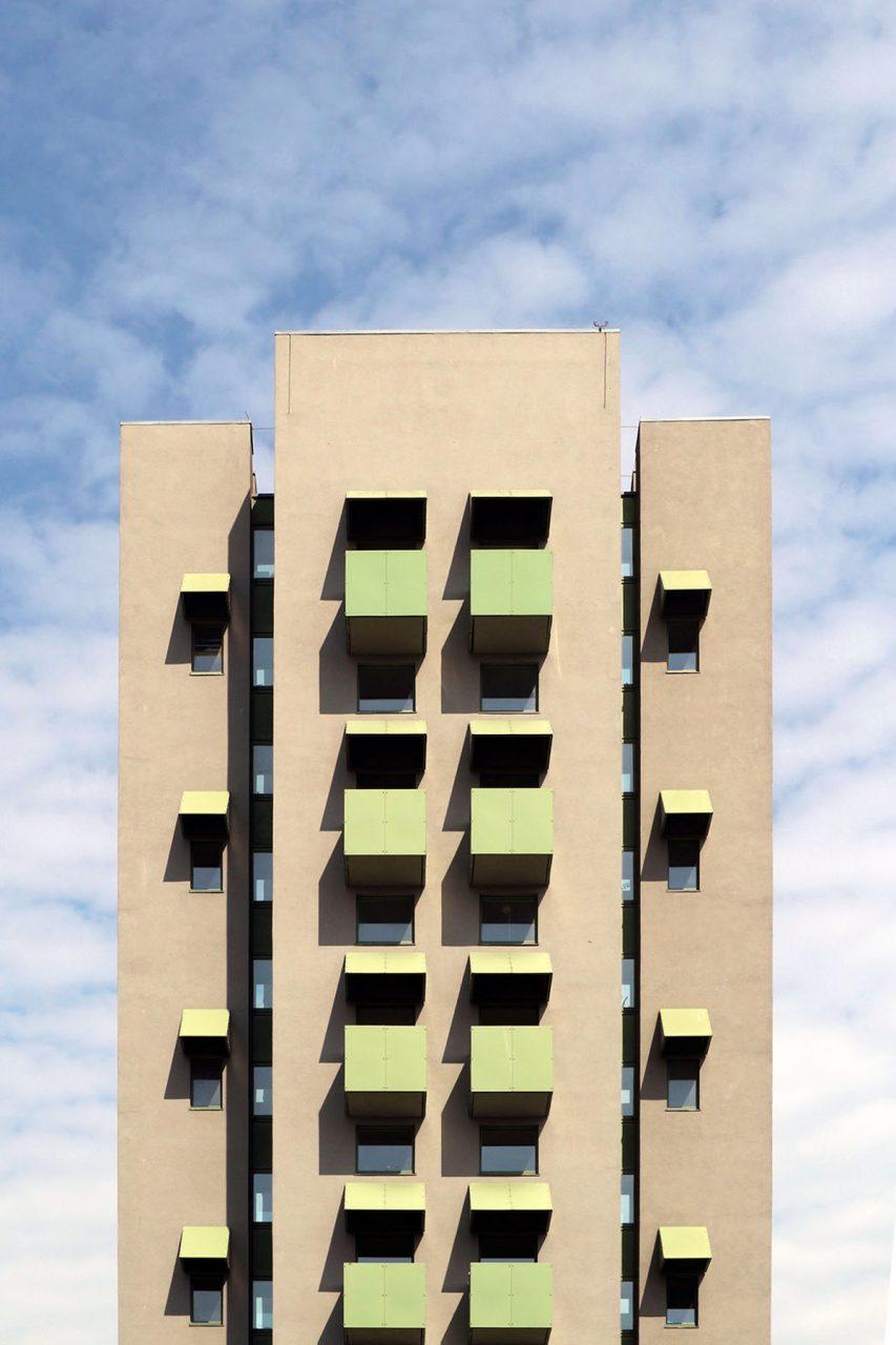 Berlin-Masque. Der amerikanische Architekturtheoretiker John Hejduk inspirierte Hopf bei ihrer Arbeit. Insbesondere auch sein olivgrüner Beitrag zur IBA 1987 in der Kreuzberger Charlottenstraße.