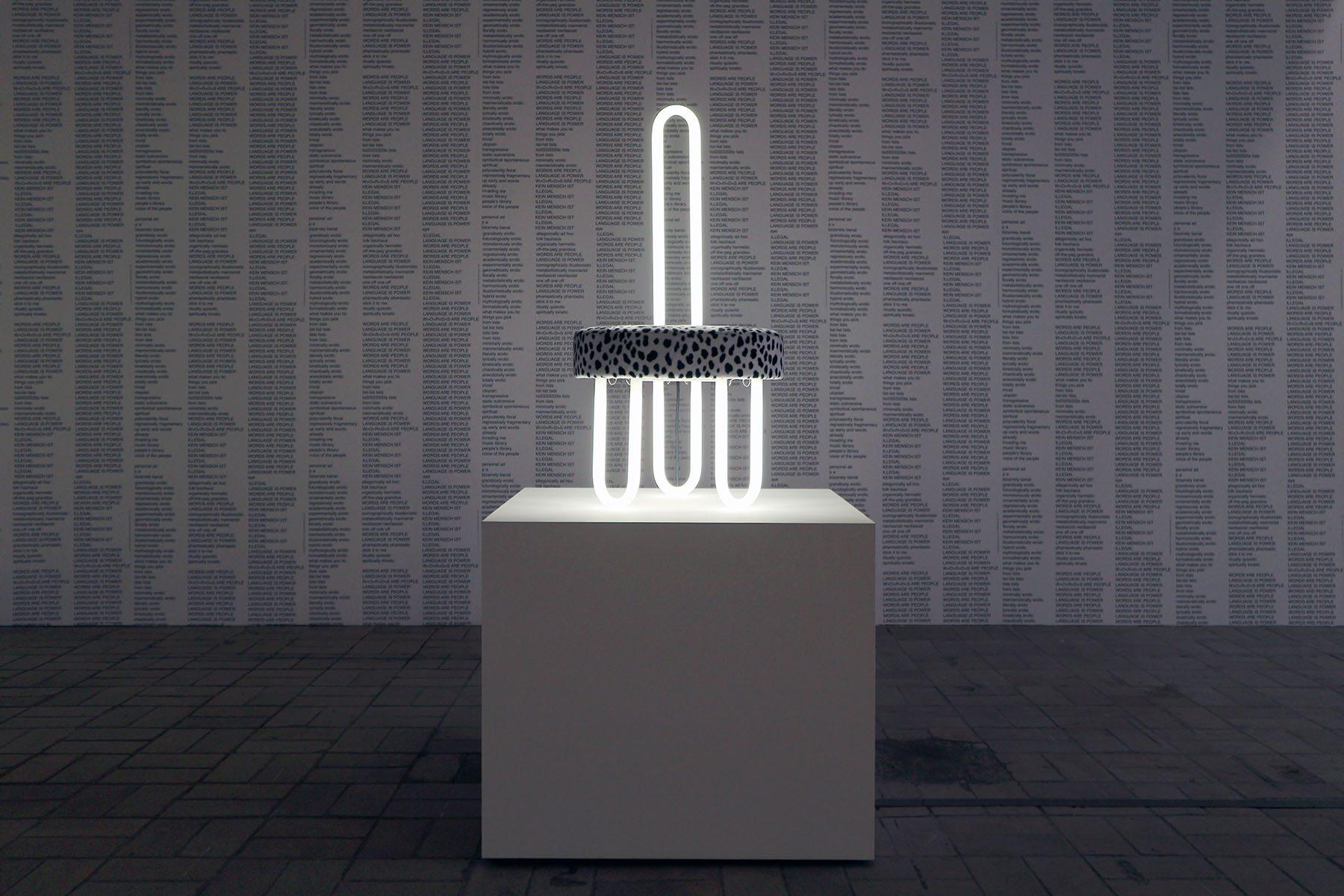 The Log-O-Rithmic Slide Rule: A Retrospective. ... der Neon-Stuhl aus Leuchtstoffröhren (1967 / 2012).