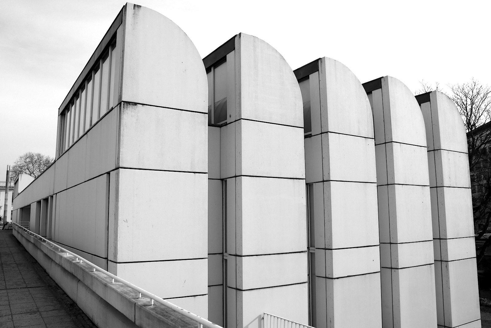 Bauhaus-Archiv / Museum für Gestaltung.  ist angesichts der guten Besucherzahlen längst zu klein geworden ist.