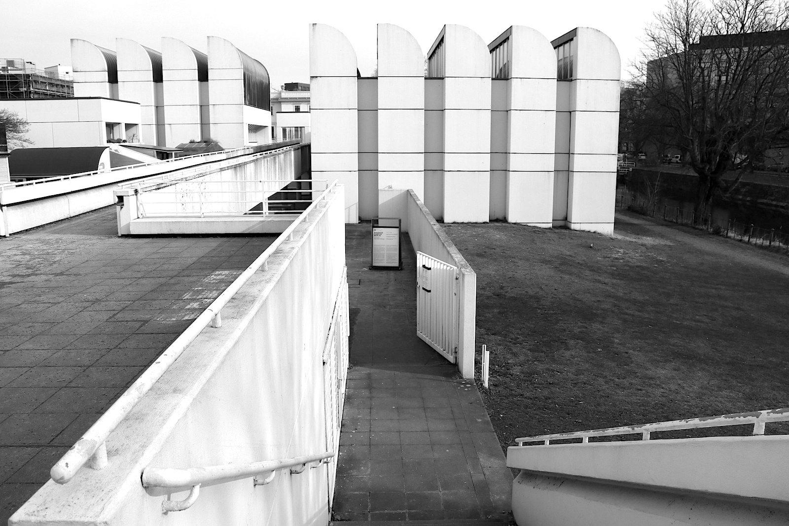 Bauhaus-Archiv / Museum für Gestaltung.  Entwurf Walter Gropius, Fertigstellung 1979. Das Archiv hat die weltweit umfangreichste Sammlung zur Geschichte des Bauhauses.