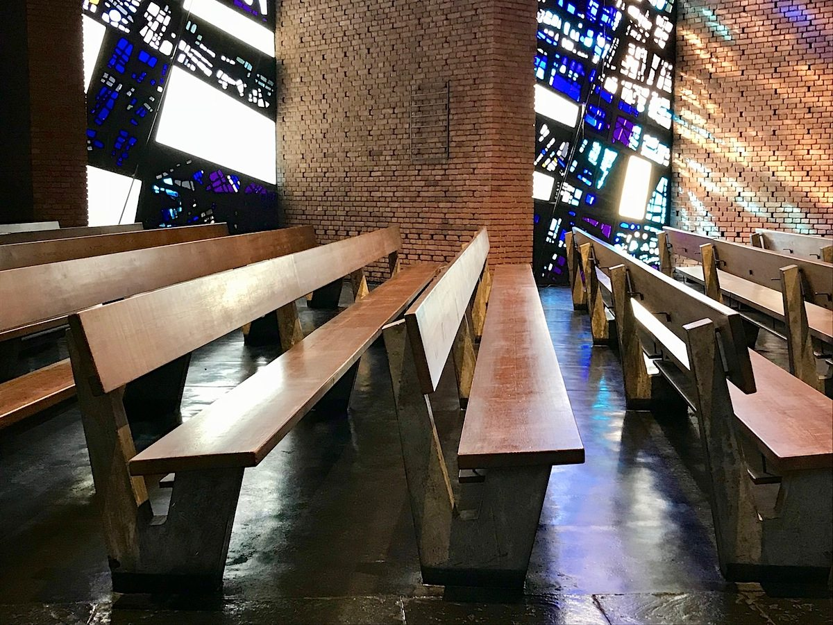 """Christuskirche Bochum. ... zeigte so Wege jenseits der tabula rasa oder einer vermeintlich """"echten"""" Rekonstruktion."""