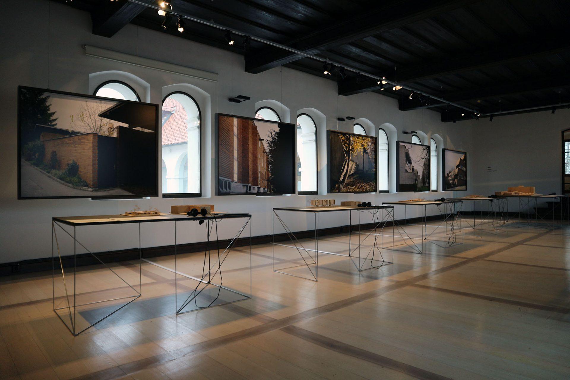"""""""Stanko Kristl, Architect – Humanity and Space"""". ... zeigen sie eine eigens für diese Ausstellung angefertigte Reihe von Modellen, Diagrammen und großformatigen Farbfotografien."""