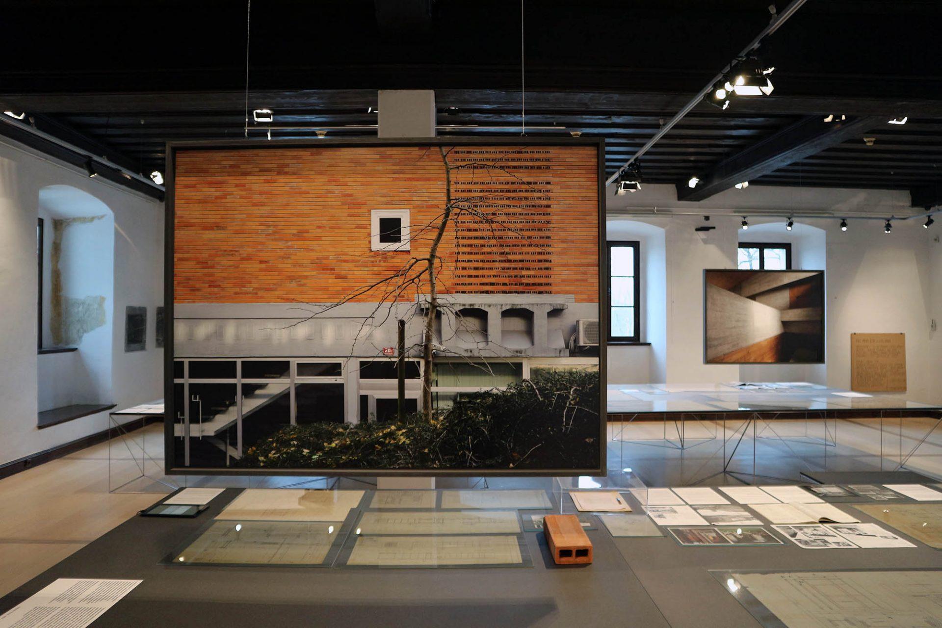 """""""Stanko Kristl, Architect – Humanity and Space"""". ... haben die Retrospektive in die vier Themenbereiche ..."""