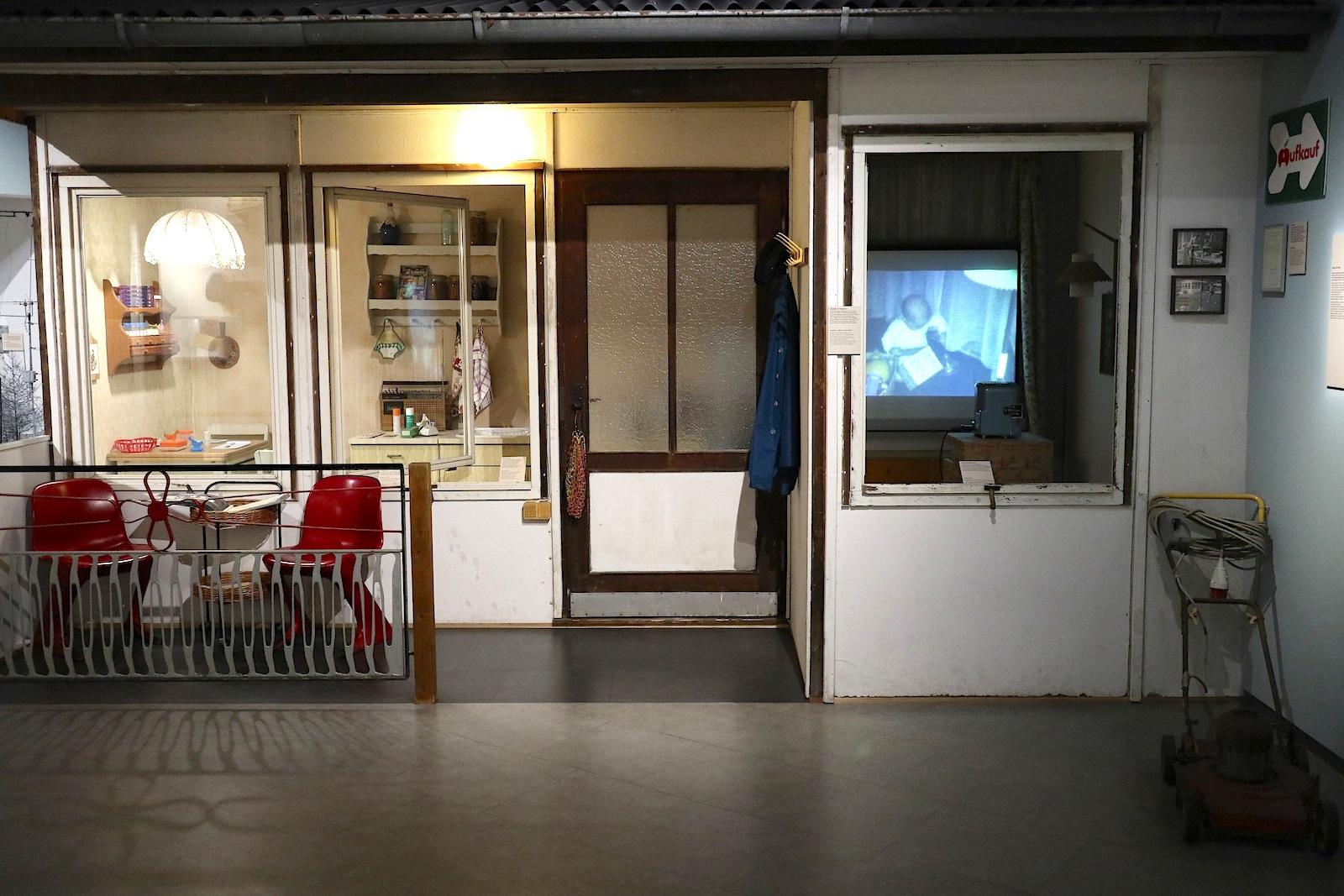 Museum in der Kulturbrauerei. Datsche mit Innengestaltung Marke Eigenbau