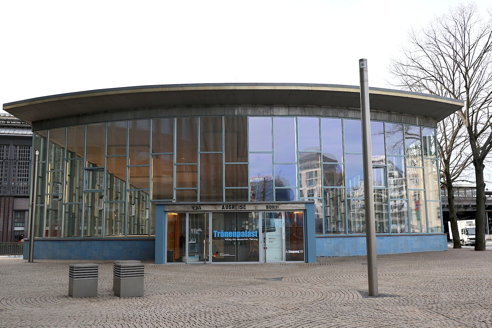Tränenpalast. Entwurf Horst Lüderitz, Fertigstellung: 1962