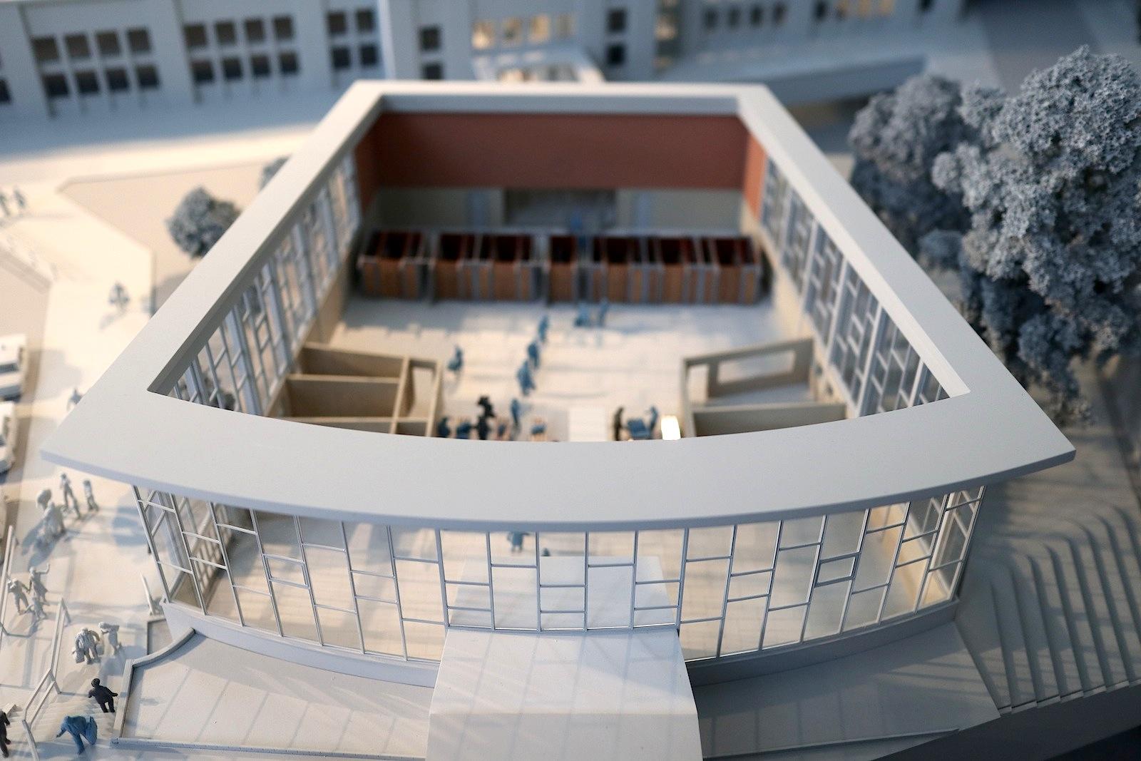 Tränenpalast. Modell mit Bahnhof Friedrichstraße
