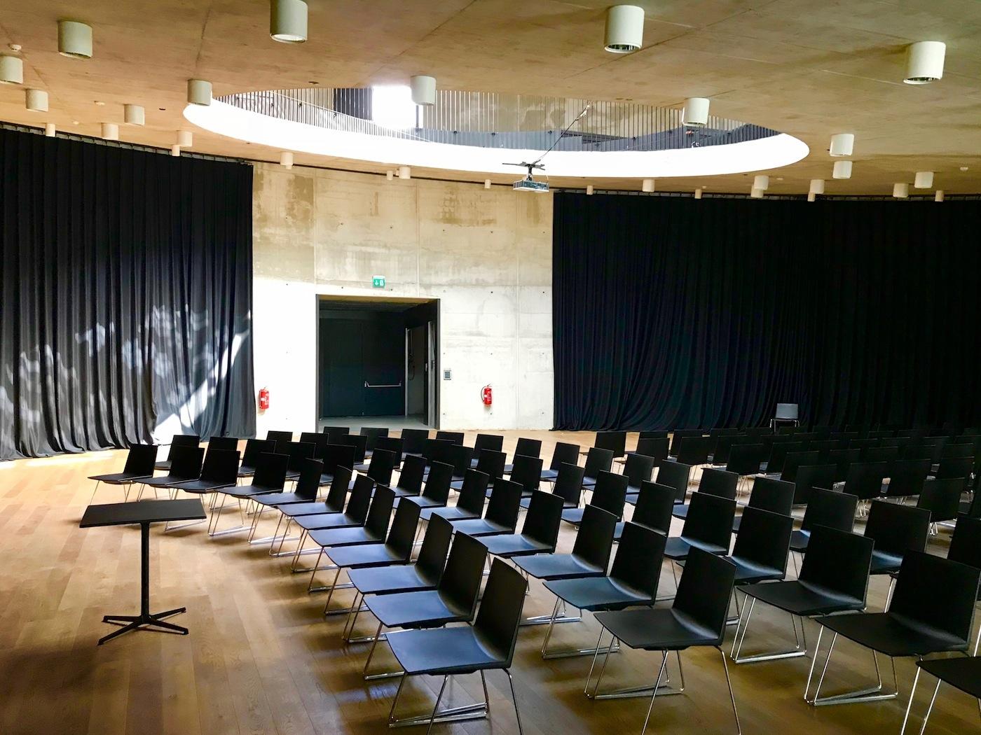 KSEVT. Der Gemeindesaal