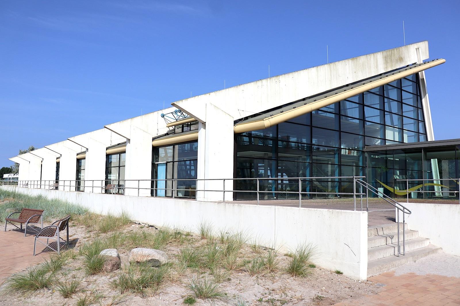 Das Meerwasserwellenbad. war der letzte Bau des Ensembles, der fertiggestellt wurde.