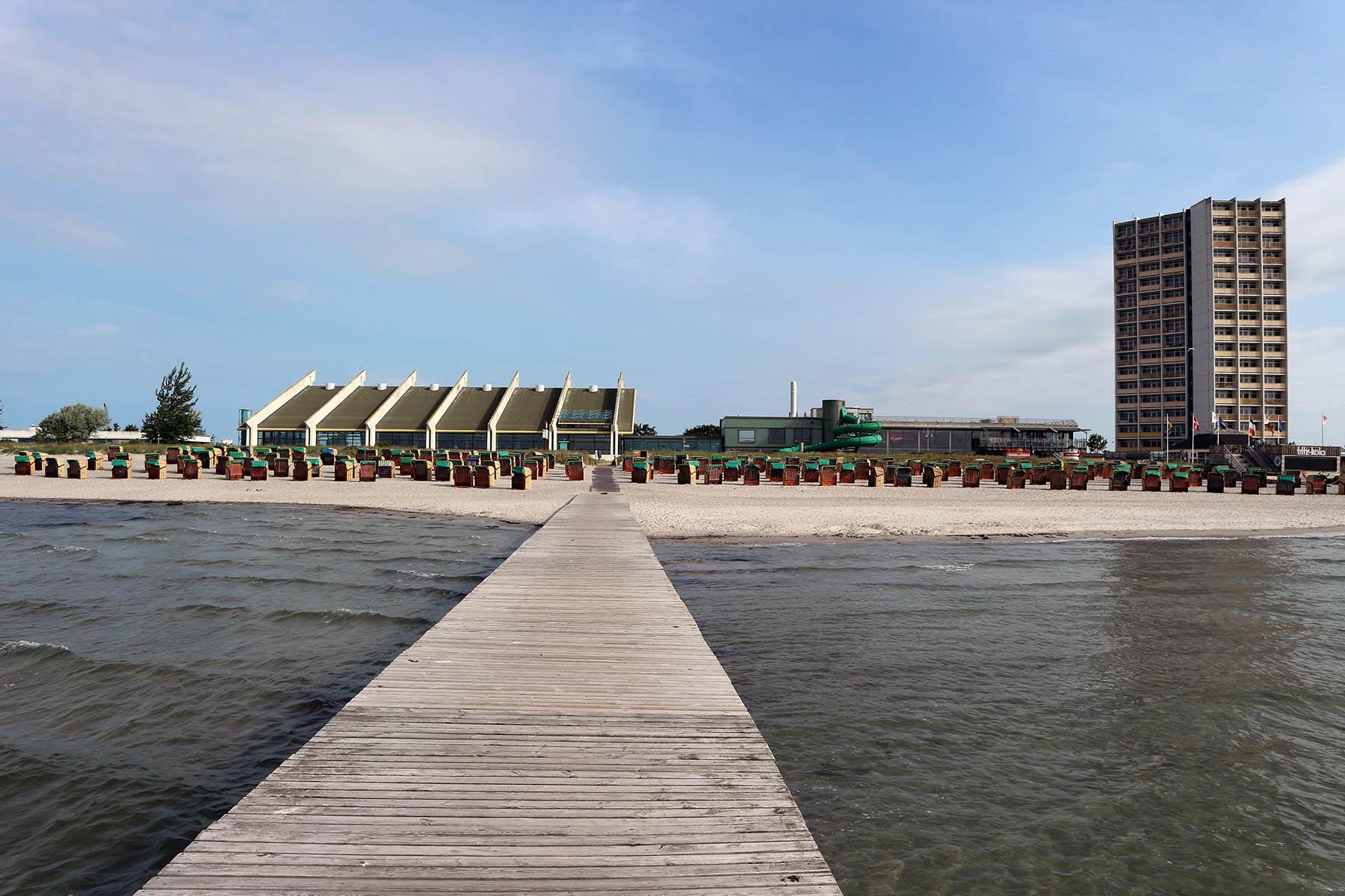 Der Südstrand. mit dem feinsandigen Sandstrand ist knapp 1,7 km lang und bis zu 150 m breit.