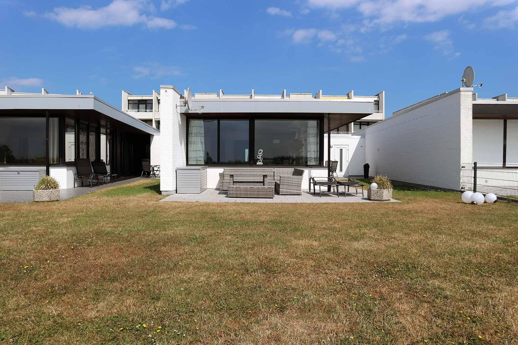 Die Bungalows. mit den Flachdächern sind ebenfalls Teil der Arne-Jacobsen-Feriensiedlung.