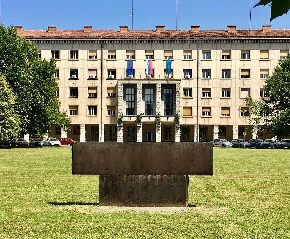 Nova Gorica. Rathaus von Vinko Glanz