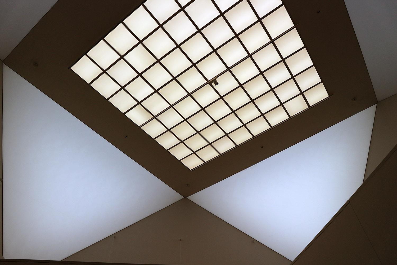 Museum für Zeitgenössische Kunst. Überlagerte Geometrien auch im Innenraum