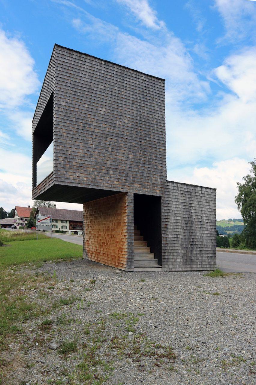 BUS:STOP Kressbad. Installation? Ephemerer Eingriff? Wenn Sami Rintala, Dagur Eggertsson und Vibeke Jenssen Projekte gestalten, scheinen sie sich am wohlsten in den Schnittmengen von Architektur, Design und Kunst wohlzufühlen …