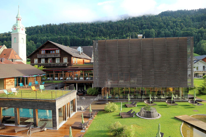 Hotel Gams. ... Erdsauna, Dampfbad, Whirlpool, Kneippbecken, Nacktschwimmbecken und Ruhezonen.